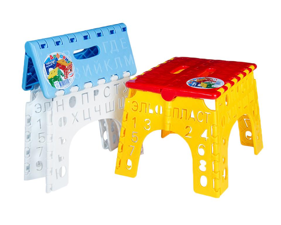 """Складной детский табурет Эльфпласт """"Алфавит"""" изготовлен из прочного  пластика, безопасного для детей.  Сиденье  стула оформлено изображением букв, а ножки - перфорацией в виде букв и  цифр. Такой табурет в игровой форме  ознакомит ребенка с буквами русского алфавита и цифрами. Его можно  использовать дома, в саду, в детской, в  дороге, на пикнике.  Прочность и надежность табурета сочетаются с удобством и компактностью  при транспортировке и хранении. В  сложенном виде его толщина всего 4 см.  Размер сидения: 19 см х 23 см. Высота: 20 см."""