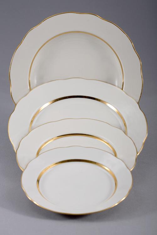Набор тарелок 24 шт Вырезной край Монреаль02186Набор тарелок 24 шт Вырезной край Монреаль фарфор