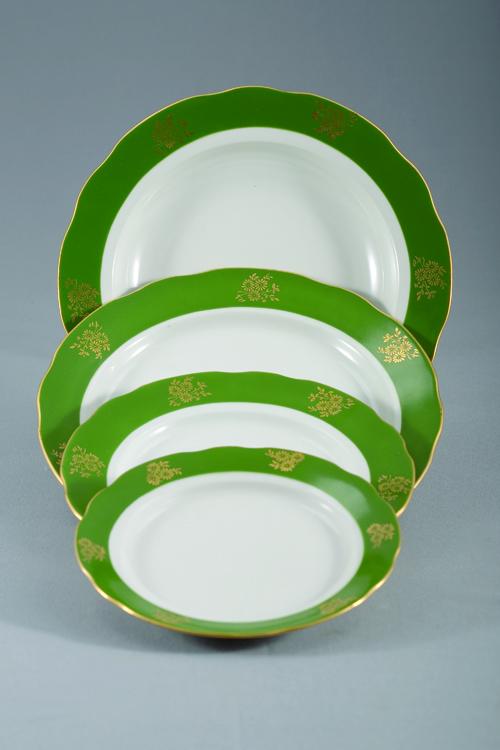 Набор тарелок 24 шт Вырезной край Зеленый борт03385Набор тарелок 24 шт Вырезной край Зеленый борт фарфор