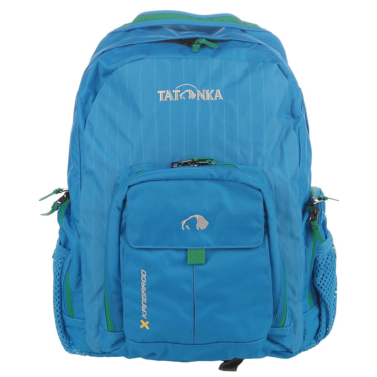 Рюкзак городской Tatonka Kangaroo, цвет: голубой, 27 л. 1601.1941601.194Практичный городской рюкзак со множеством карманов. Рюкзак Kangaroo назван так вероятно потому, что в него можно уложить большое количество вещей. Для всего, что не помещается в основное отделение или должно находиться под рукой, рюкзак Kangaroo располагает передним накладным карманом на молнии с органайзером и двумя боковыми сетчатыми карманами на молнии. Легкие грудной и поясной ремни обеспечивают дополнительную фиксацию рюкзака. Спинка, обтянутая воздухопроницаемой сеткой AirMesh, удобно прилегает к спине и обеспечивает комфорт при ношении. Лямки так-же обтянуты сеточкой AirMesh и обеспечивают комфорт даже в жаркую погоду.Особенности:Подвеска: Padded Back.Материал: Textreme 6.6; Cross Nylon 420HD; AirMesh.Подвеска Back Comfort.Лямки и спинка обтянуты сеточкой AirMesh.Передний накладной карман с органайзером.Внутренний карман.Боковые кармашки на молнии.Ручка для переноски.Съемные поясной ремень.Держатель ключей.Объем 27 л.