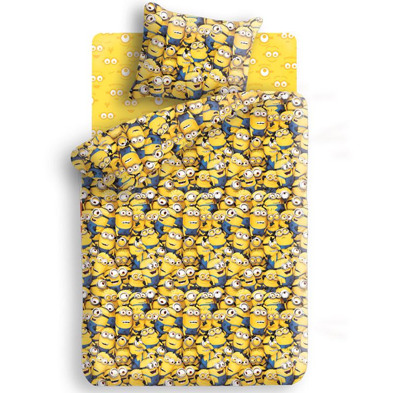 """Комплект детского постельного белья """"Миньоны"""" является экологически безопасным, так как выполнен из  натурального органического хлопка. Комплект состоит из пододеяльника, простыни и наволочки,  оформленных изображением мультипликационных героев - Миньонов. Такой комплект постельного белья подарит вашему ребенку спокойный и сладкий сон, а также порадует яркостью  и красочностью оформления."""