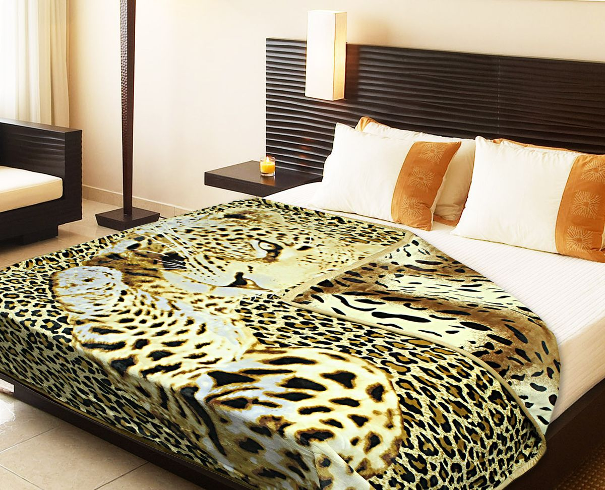 Плед Buenas Noches Фланель. Леопард, цвет: коричневый, белый, черный, 180 см х 220 см66823Двухсторонний плед Buenas Noches - это идеальное решение для вашего интерьера! Он порадует вас легкостью, нежностью и разноплановыми дизайнами с двух сторон: одна сторона оформлена изображением леопарда, а другая - стилизованным принтом под окрас тигра! Плед выполнен из 100% полиэстера. Полиэстер считается одной из самых популярных тканей. Это материал синтетического происхождения из полиэфирных волокон. Изделия из полиэстера не мнутся и легко стираются. После стирки очень быстро высыхают.Плед - это такой подарок, который будет всегда актуален, особенно для ваших родных и близких, ведь вы дарите им частичку своего тепла!Продукция торговой марки Buenas Noches сделана с особой заботой, специально для вас и уюта в вашем доме!