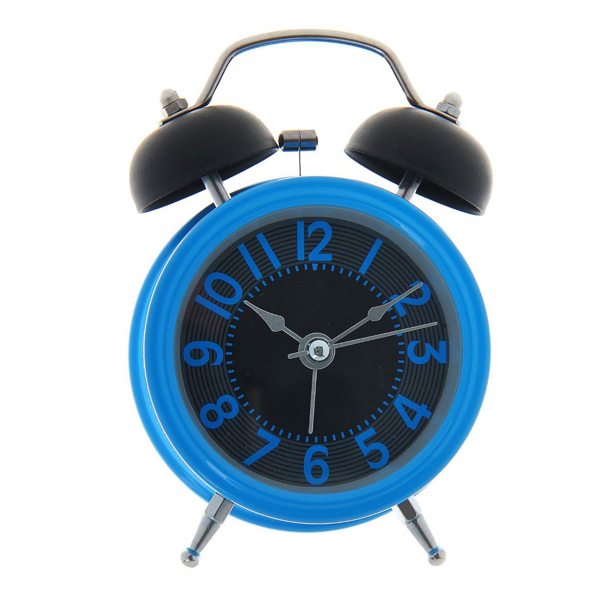 Часы-будильник Sima-land, цвет: синий. 10564141056414Как же сложно иногда вставать вовремя! Всегда так хочется поспать еще хотя бы 5 минут и бывает, что мы просыпаем. Теперь этого не случится! Яркий, оригинальный будильник Sima-land поможет вам всегда вставать в нужное время и успевать везде и всюду. Корпус будильника выполнен из металла. Часы снабжены 4 стрелками (секундная, минутная, часовая и для будильника). На задней панели будильника расположен переключатель включения/выключения механизма, а также два колесика для настройки текущего времени и времени звонка будильника. Изделие снабжено подсветкой, которая включается нажатием кнопки с задней стороны.Пользоваться будильником очень легко: нужно всего лишь поставить батарейку, настроить точное время и установить время звонка.Будильник Sima-land - привлекательная деталь в обстановке, которая поможет воплотить вашу интерьерную идею, создать неповторимую атмосферу в вашем доме. Окружите себя приятными мелочами, пусть они радуют взгляд и дарят гармонию.Необходимо докупить 1 батарейку типа АА (не входит в комплект).