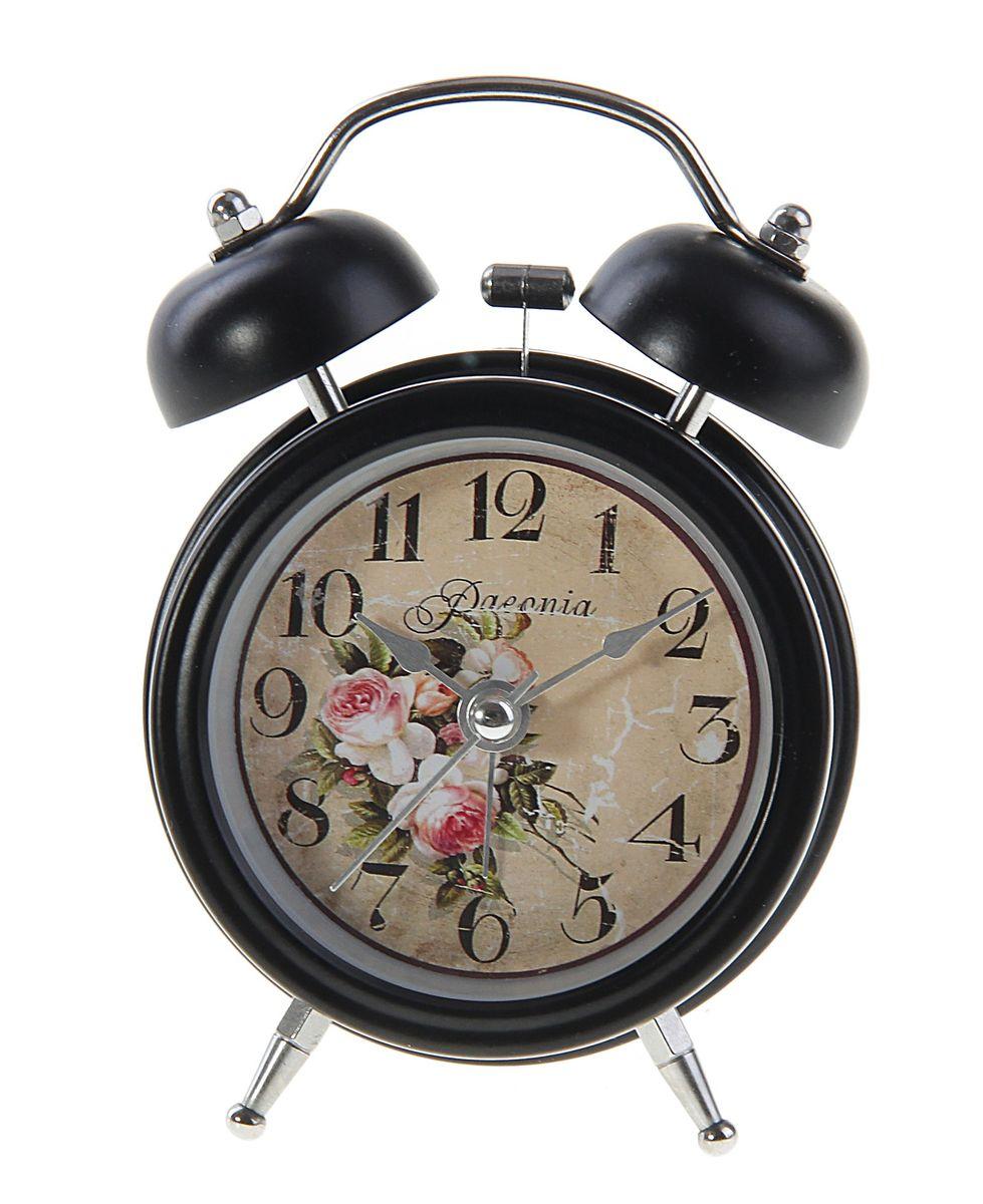 Часы-будильник Sima-land. 127198127198Как же сложно иногда вставать вовремя! Всегда так хочется поспать еще хотя бы 5 минут и бывает, что мы просыпаем. Теперь этого не случится! Яркий, оригинальный будильник Sima-land поможет вам всегда вставать в нужное время и успевать везде и всюду. Время показывает точно и будит в установленный час. Будильник украсит вашу комнату и приведет в восхищение друзей. На задней панели будильника расположены переключатель включения/выключения механизма и два колесика для настройки текущего времени и времени звонка будильника. Также будильник оснащен кнопкой, при нажатии и удержании которой, подсвечивается циферблат.Будильник работает от 1 батарейки типа AA напряжением 1,5V (не входит в комплект).