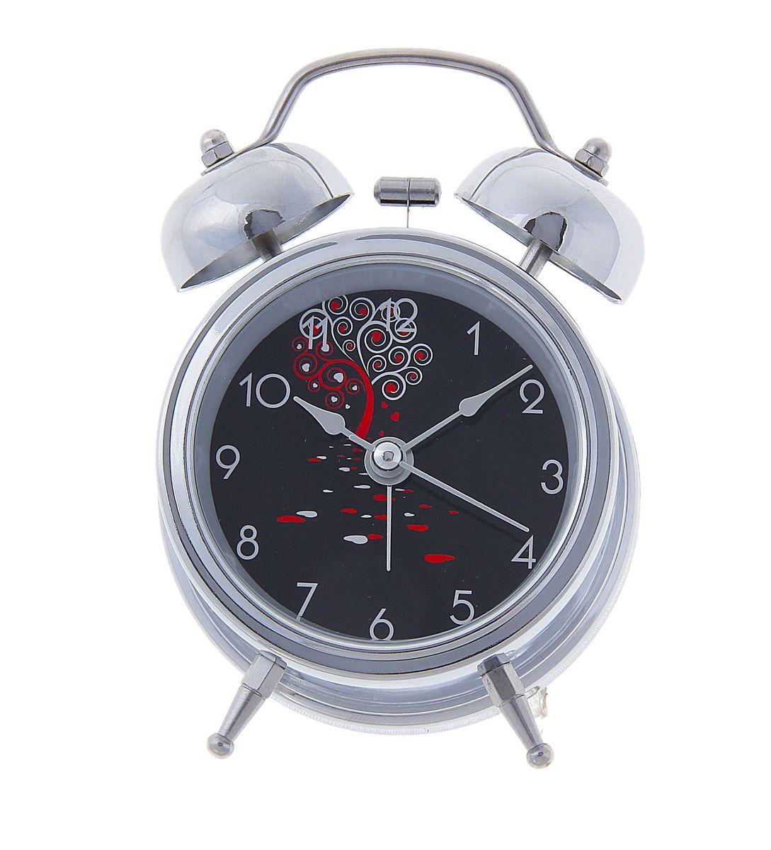 Часы-будильник Sima-land. 127202127202Как же сложно иногда вставать вовремя! Всегда так хочется поспать еще хотя бы 5 минут и бывает, что мы просыпаем. Теперь этого не случится! Яркий, оригинальный будильник Sima-land поможет вам всегда вставать в нужное время и успевать везде и всюду. Время показывает точно и будит в установленный час. Будильник украсит вашу комнату и приведет в восхищение друзей. На задней панели будильника расположены переключатель включения/выключения механизма и два колесика для настройки текущего времени и времени звонка будильника. Также будильник оснащен кнопкой, при нажатии и удержании которой, подсвечивается циферблат.Будильник работает от 1 батарейки типа AA напряжением 1,5V (не входит в комплект).