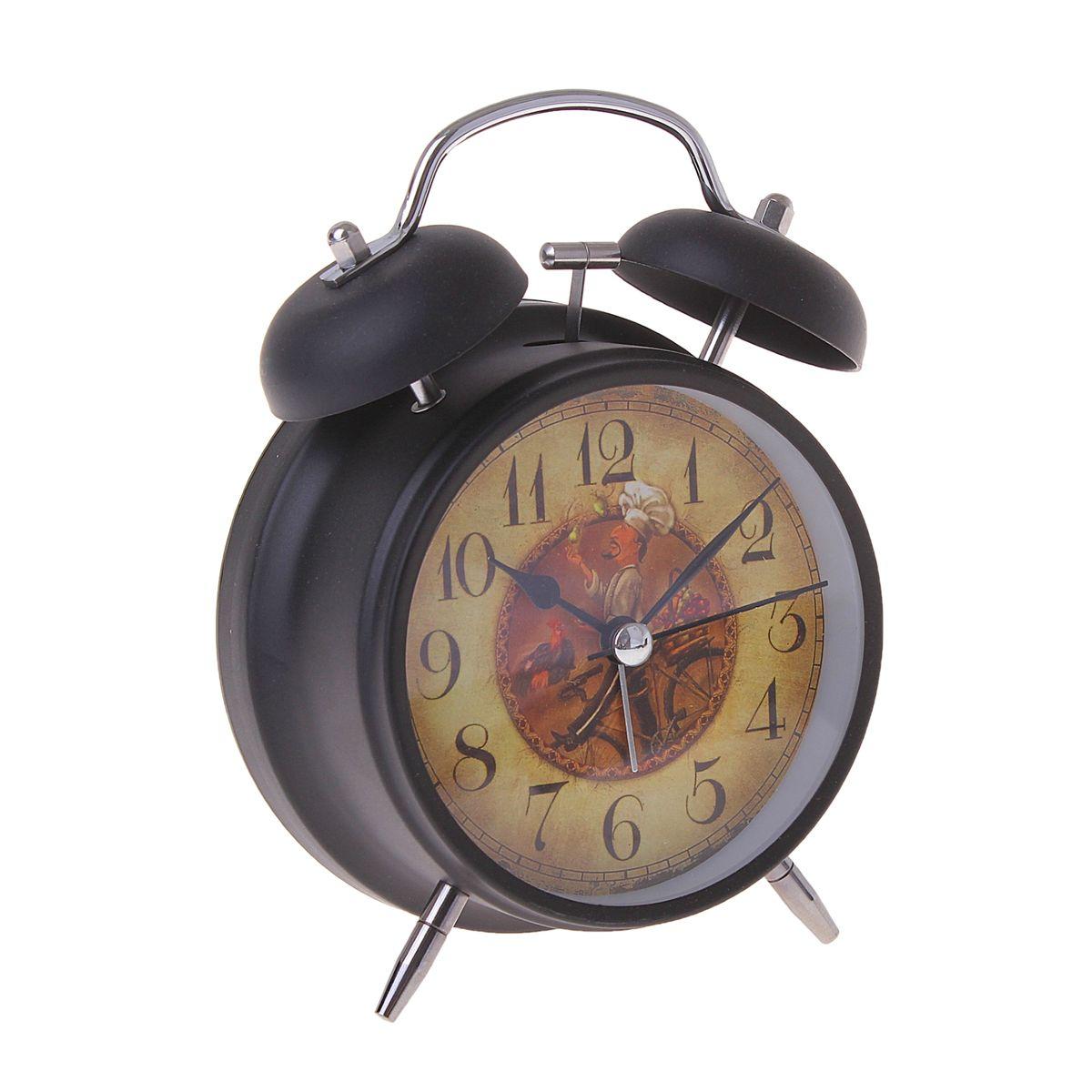 Часы-будильник Sima-land. 155521155521Как же сложно иногда вставать вовремя! Всегда так хочется поспать еще хотя бы 5 минут и бывает, что мы просыпаем. Теперь этого не случится! Яркий, оригинальный будильник Sima-land поможет вам всегда вставать в нужное время и успевать везде и всюду. Время показывает точно и будит в установленный час. Будильник украсит вашу комнату и приведет в восхищение друзей. На задней панели будильника расположены переключатель включения/выключения механизма и два колесика для настройки текущего времени и времени звонка будильника. Также будильник оснащен кнопкой, при нажатии и удержании которой, подсвечивается циферблат.Будильник работает от 1 батарейки типа AA напряжением 1,5V (не входит в комплект).