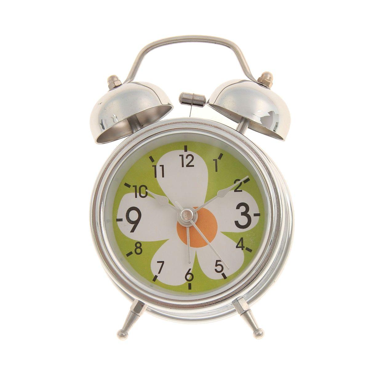 Часы-будильник Sima-land. 669596669596Как же сложно иногда вставать вовремя! Всегда так хочется поспать еще хотябы 5 минут ибывает,что мы просыпаем. Теперь этого не случится! Яркий, оригинальный будильникSima-land поможет вам всегдавставать в нужное время и успевать везде и всюду. Время показывает точно ибудит в установленный час. Будильник украсит вашу комнату и приведет ввосхищение друзей.На задней панели будильника расположеныпереключатель включения/выключения механизма и два колесика для настройки текущего времени и времени звонка будильника. Также будильник оснащен кнопкой, при нажатии и удержании которой, подсвечивается циферблат. Будильник работает от 1 батарейки типа AA напряжением 1,5V (не входит вкомплект).