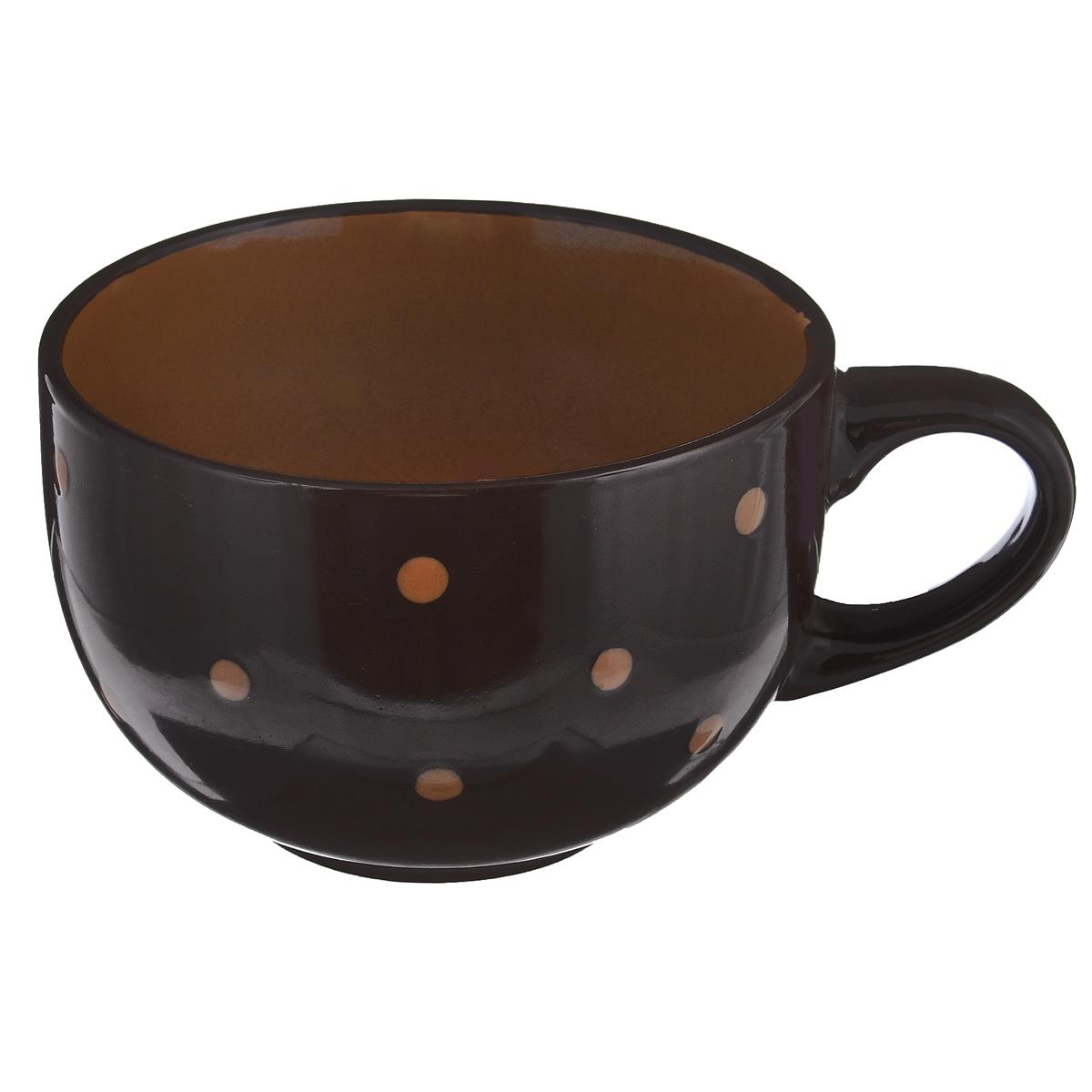 Чашка большая Горошек, цвет: темно-коричневый, 640 млHV95516BRБольшая чашка Горошек изготовлена из высококачественной керамики. Первоклассная глина, двухступенчатый обжиг, мягкие краски и простой контрастный рисунок в горошек на глянцевой поверхности - отличительные особенности данного изделия. Такая чашка прекрасно подойдет для горячих и холодных напитков, а также для супа, хлопьев, каш и т.д. Она дополнит коллекцию вашей кухонной посуды и будет служить долгие годы. Можно использовать в посудомоечной машине и СВЧ. Поверхность не царапается при щадящем мытье, без использования абразивов и химически агрессивных моющих средств.Объем: 640 мл. Диаметр чашки (по верхнему краю): 13 см. Высота стенки чашки: 8,5 см.