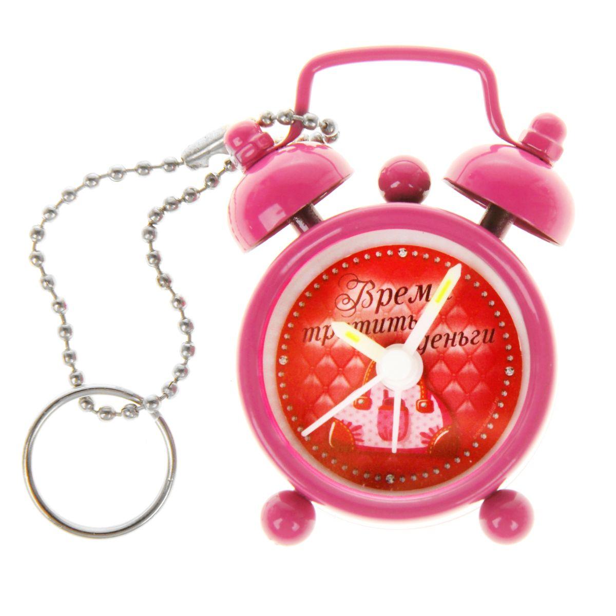 Часы-будильник Sima-land Время тратить деньги, цвет: розовый839663Как же сложно иногда вставать вовремя! Всегда так хочется поспать еще хотябы 5 минут ибывает,что мы просыпаем. Теперь этого не случится! Яркий, оригинальный будильникSima-land Время тратить деньги поможет вам всегдавставать в нужное время и успевать везде и всюду. Будильник станет отличнымподарком. Эта уменьшенная версия привычногобудильника умещается на ладони и работает так же громко, как и привычныеаналоги. Время показывает точно и будит вустановленный час. На задней панели будильника расположены переключательвключения/выключения механизма,атакже два колесика для настройки текущего времени и времени звонкабудильника. Будильник работает от 1 батарейки типа LR44 (входит в комплект).