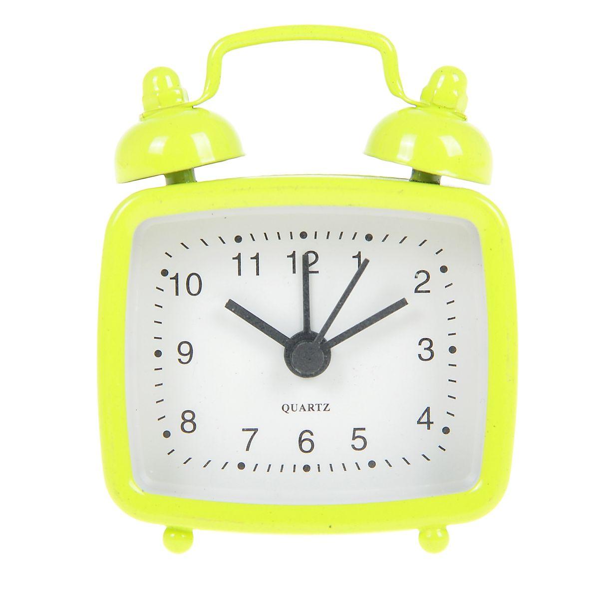 Часы-будильник Sima-land, цвет: желтый. 840945840945Как же сложно иногда вставать вовремя! Всегда так хочется поспать еще хотя бы 5 минут и бывает, что мы просыпаем. Теперь этого не случится! Яркий, оригинальный будильник Sima-land поможет вам всегда вставать в нужное время и успевать везде и всюду. Будильник украсит вашу комнату и приведет в восхищение друзей. Эта уменьшенная версия привычного будильника умещается на ладони и работает так же громко, как и привычные аналоги. Время показывает точно и будит в установленный час.На задней панели будильника расположены переключатель включения/выключения механизма, а также два колесика для настройки текущего времени и времени звонка будильника.Будильник работает от 1 батарейки типа LR44 (входит в комплект).