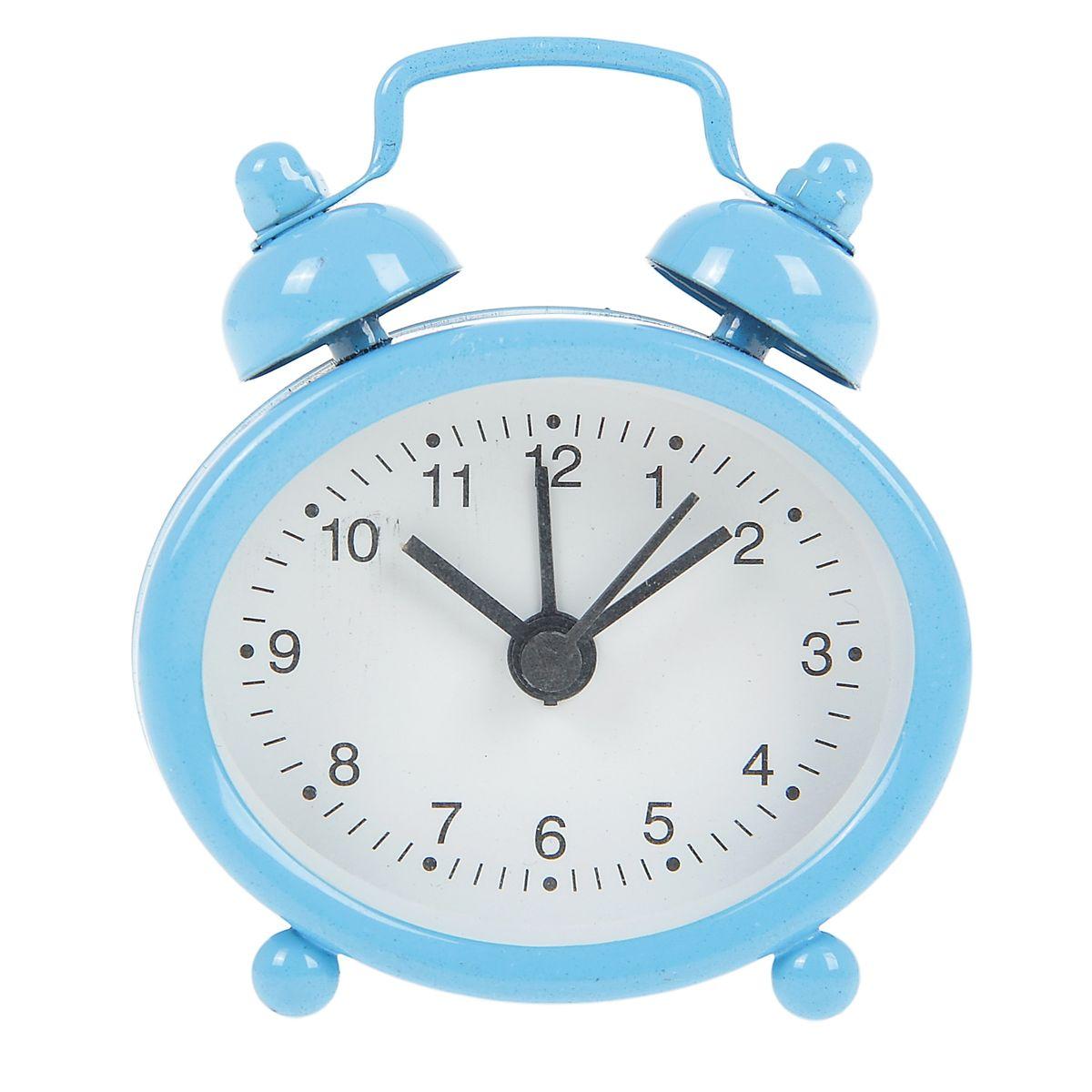 Часы-будильник Sima-land, цвет: голубой. 840947840947Как же сложно иногда вставать вовремя! Всегда так хочется поспать еще хотя бы 5 минут и бывает, что мы просыпаем. Теперь этого не случится! Яркий, оригинальный будильник Sima-land поможет вам всегда вставать в нужное время и успевать везде и всюду. Будильник украсит вашу комнату и приведет в восхищение друзей. Эта уменьшенная версия привычного будильника умещается на ладони и работает так же громко, как и привычные аналоги. Время показывает точно и будит в установленный час.На задней панели будильника расположены переключатель включения/выключения механизма, а также два колесика для настройки текущего времени и времени звонка будильника.Будильник работает от 1 батарейки типа LR44 (входит в комплект).