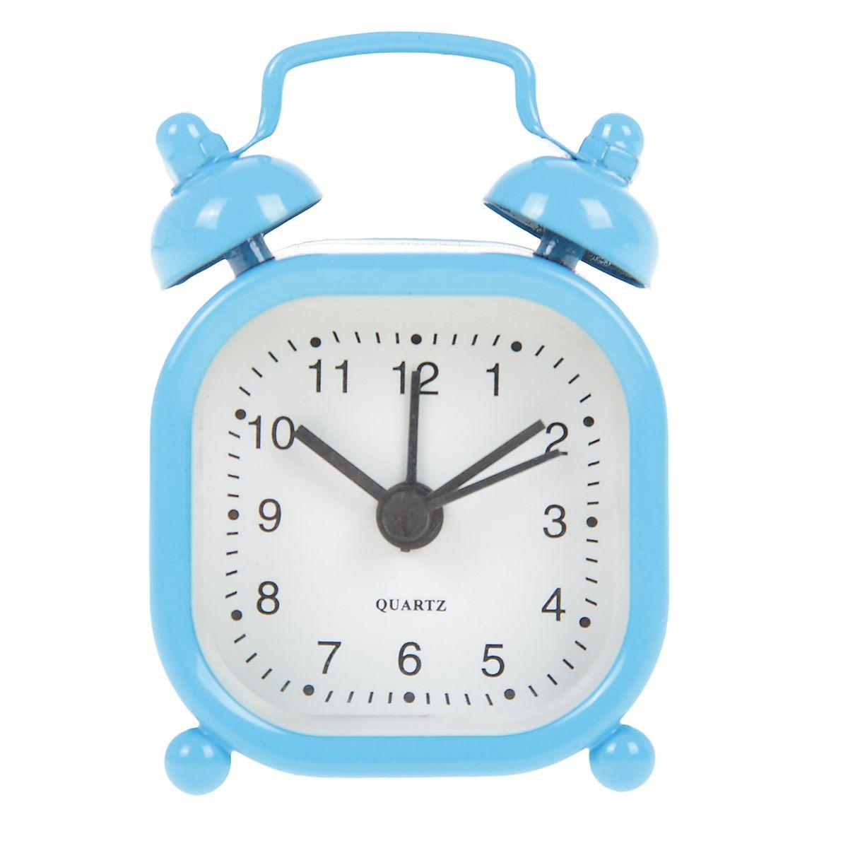 Часы-будильник Sima-land, цвет: голубой. 840951840951Как же сложно иногда вставать вовремя! Всегда так хочется поспать еще хотя бы 5 минут и бывает, что мы просыпаем. Теперь этого не случится! Яркий, оригинальный будильник Sima-land поможет вам всегда вставать в нужное время и успевать везде и всюду. Будильник украсит вашу комнату и приведет в восхищение друзей. Эта уменьшенная версия привычного будильника умещается на ладони и работает так же громко, как и привычные аналоги. Время показывает точно и будит в установленный час.На задней панели будильника расположены переключатель включения/выключения механизма, а также два колесика для настройки текущего времени и времени звонка будильника.Будильник работает от 1 батарейки типа LR44 (входит в комплект).
