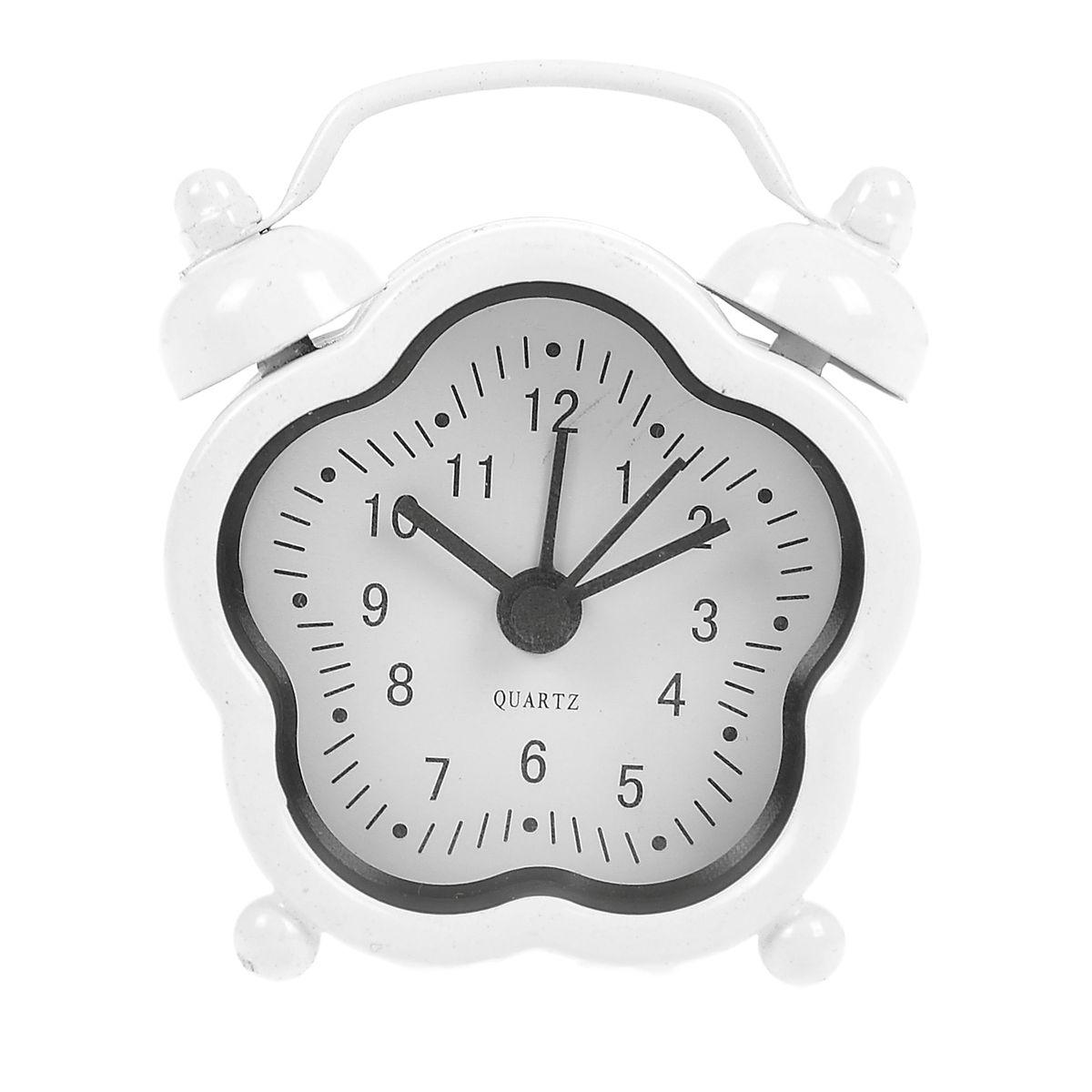 Часы-будильник Sima-land, цвет: белый. 840956840956Как же сложно иногда вставать вовремя! Всегда так хочется поспать еще хотя бы 5 минут ибывает,что мы просыпаем. Теперь этого не случится! Яркий, оригинальный будильник Sima-landпоможет вам всегдавставать в нужное время и успевать везде и всюду. Будильник украсит вашу комнату иприведет в восхищение друзей. Эта уменьшенная версия привычного будильника умещаетсяналадони и работает так же громко, как и привычные аналоги. Время показывает точно и будит вустановленный час. На задней панели будильника расположены переключатель включения/выключения механизма,атакже два колесика для настройки текущего времени и времени звонка будильника. Будильник работает от 1 батарейки типа LR44 (входит в комплект).