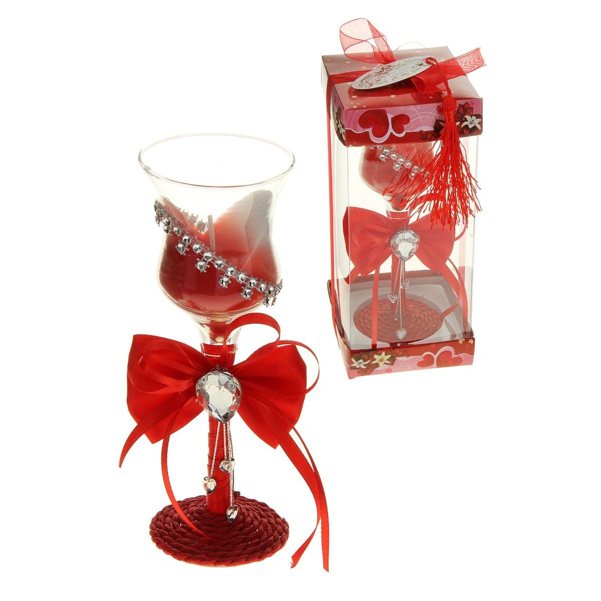 """Декоративная свеча Sima-land """"Наслаждение"""" изготовлена из воска и поставляется в подсвечнике в виде красивого фужера, оформленного текстильным бантом и стразами.  Такая свеча может стать отличным подарком или дополнить интерьер вашей комнаты."""