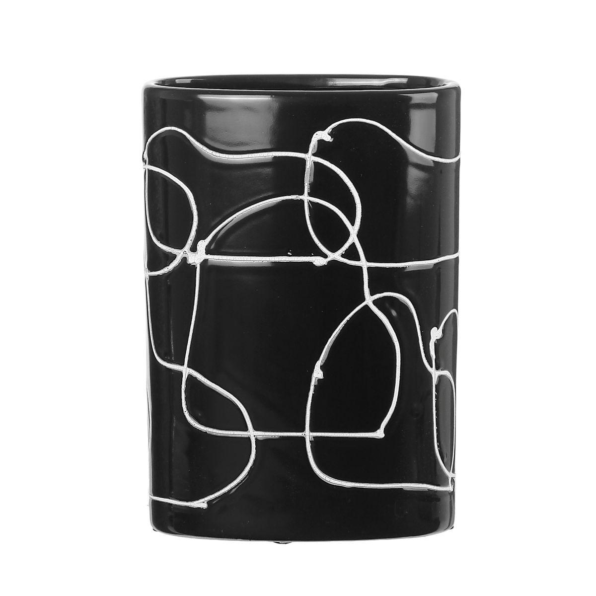 Ваза Sima-land Полоски, высота 21 см863617Ваза Sima-land Полоски изготовлена из высококачественной керамики.Строгая форма и стильная хаотичность волнообразного декора не позволят интерьеру бытьскучным. Аксессуар с расширенным горлышком вместит в себя достаточно пышный букет.Болеетого, в вазе с интересной текстурой превосходно будут смотреться декоративные веточки исухоцветы.Любое помещение выглядит незавершенным без правильно расположенных предметовинтерьера. Они помогают создать уют, расставить акценты, подчеркнуть достоинства или скрытьнедостатки.