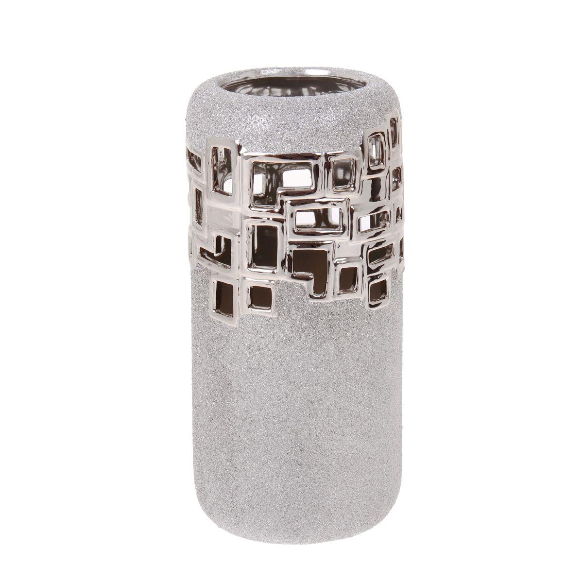Ваза Sima-land Квадраты, высота 27 см865951Элегантная ваза Sima-land Квадраты, изготовленная из высококачественной керамики, декорирована блестками. Интересная форма и необычное оформление сделают эту вазу замечательным украшением интерьера. Она предназначена как для живых, так и для искусственных цветов. Основание оснащено противоскользящими накладками.Любое помещение выглядит незавершенным без правильно расположенных предметовинтерьера. Они помогают создать уют, расставить акценты, подчеркнуть достоинства или скрытьнедостатки.