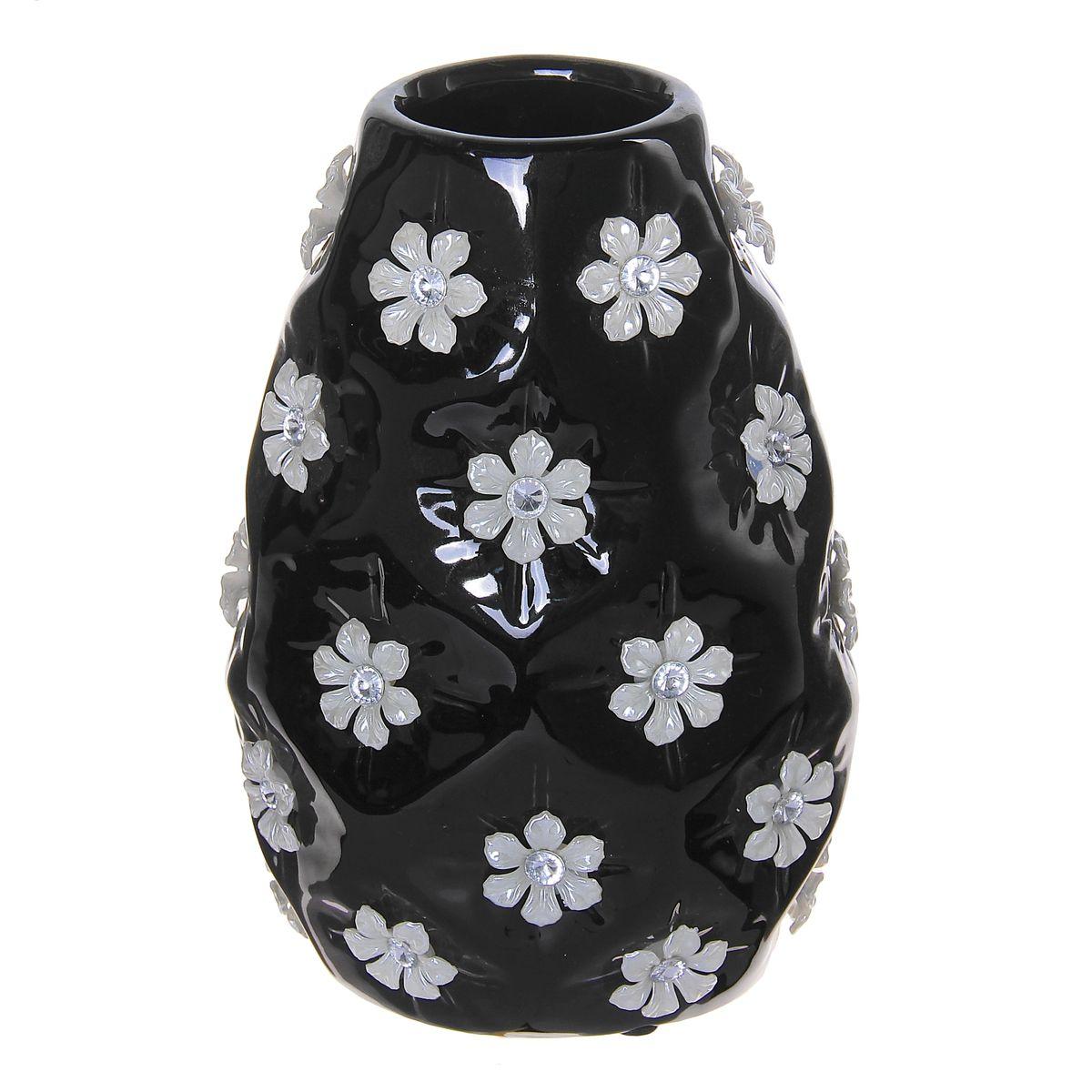 Ваза Цветочный дождь, цвет: черный, белый, 19 х 13 х 10,5 см. 866197866197Элегантная ваза Цветочный дождь выполнена из высококачественной керамики. Изделие имеет рельефную поверхность, декорировано цветами. Оригинальный дизайн вазы придется по вкусу и ценителям классики, и тем, кто предпочитает утонченность и изящность. Вы можете поставить вазу в любом месте, где она будет удачно смотреться и радовать глаз. Такая ваза подойдет и для цветов, и для декора интерьера. Кроме того - это отличный вариант подарка для ваших близких и друзей.