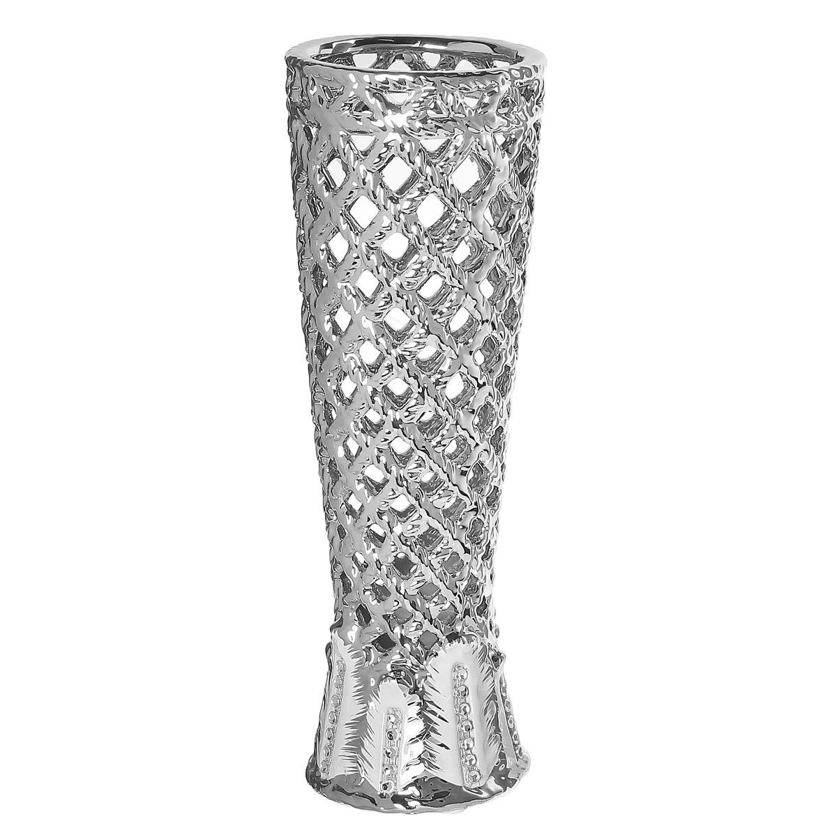 Ваза Sima-land Серебряная сетка, высота 28,5 см. 866199866199Ажурная ваза Sima-land Серебряная сетка, изготовленная из высококачественной керамики, добавит в интерьер морозный лоск и деликатный шик. Дно изделия оснащено нескользящими накладками. В такой вазе эффектно будут смотреться композиции, выполненные из декоративных цветов. Любое помещение выглядит незавершенным без правильно расположенных предметов интерьера. Они помогают создать уют, расставить акценты, подчеркнуть достоинства или скрыть недостатки.
