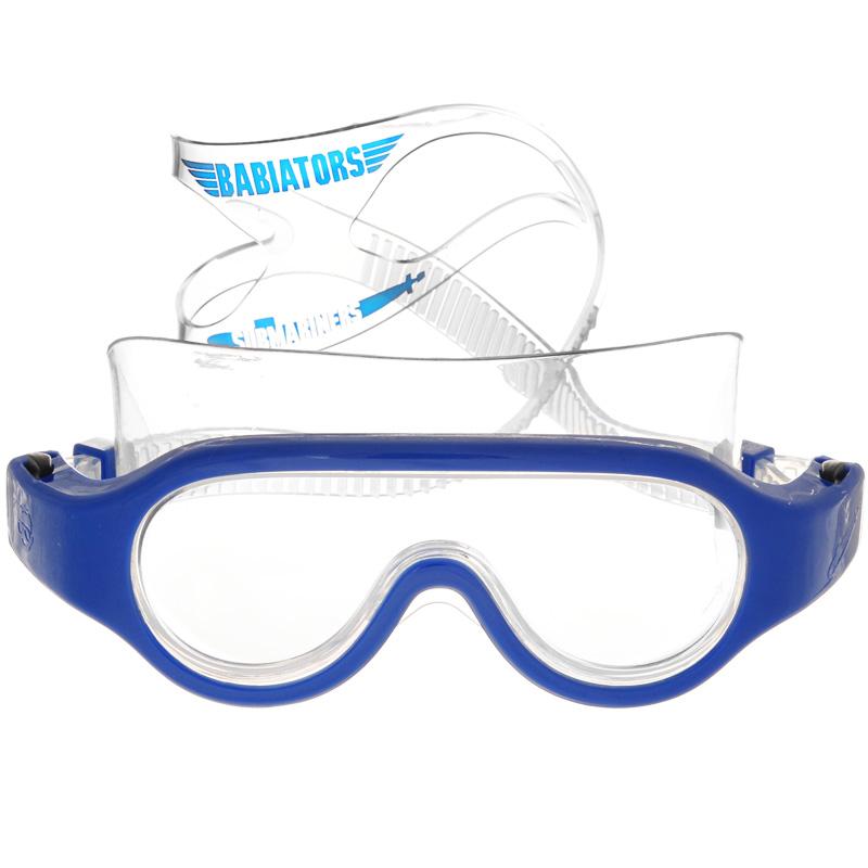 Детские очки для плавания Babiators Submariners. Angels, цвет: синий, 3-6 летBAB-068Стильные детские очки для плавания Babiators Submariners. Angels будут незаменимы для ваших детей во время плавания в бассейне. Линзы очков изготовлены из ударопрочного поликарбоната со специальным покрытием антифог, которое предотвращает запотевание линз. Линзы вдобавок защитят глаза от ультрафиолета. Ремешок для головы выполнен из силикона, что обеспечит ребенку комфорт во время плавания. Длина ремешка очень просто регулируется нажатием одной кнопки, так что дети полюбят их носить, а оригинальный чехол в виде подводной лодки пригодится, чтобы брать очки с собой.Очки для плавания Babiators Submariners. Angels выпускаются в одном размере, который подходит для большинства малышей и детей в возрасте 3-6 лет.