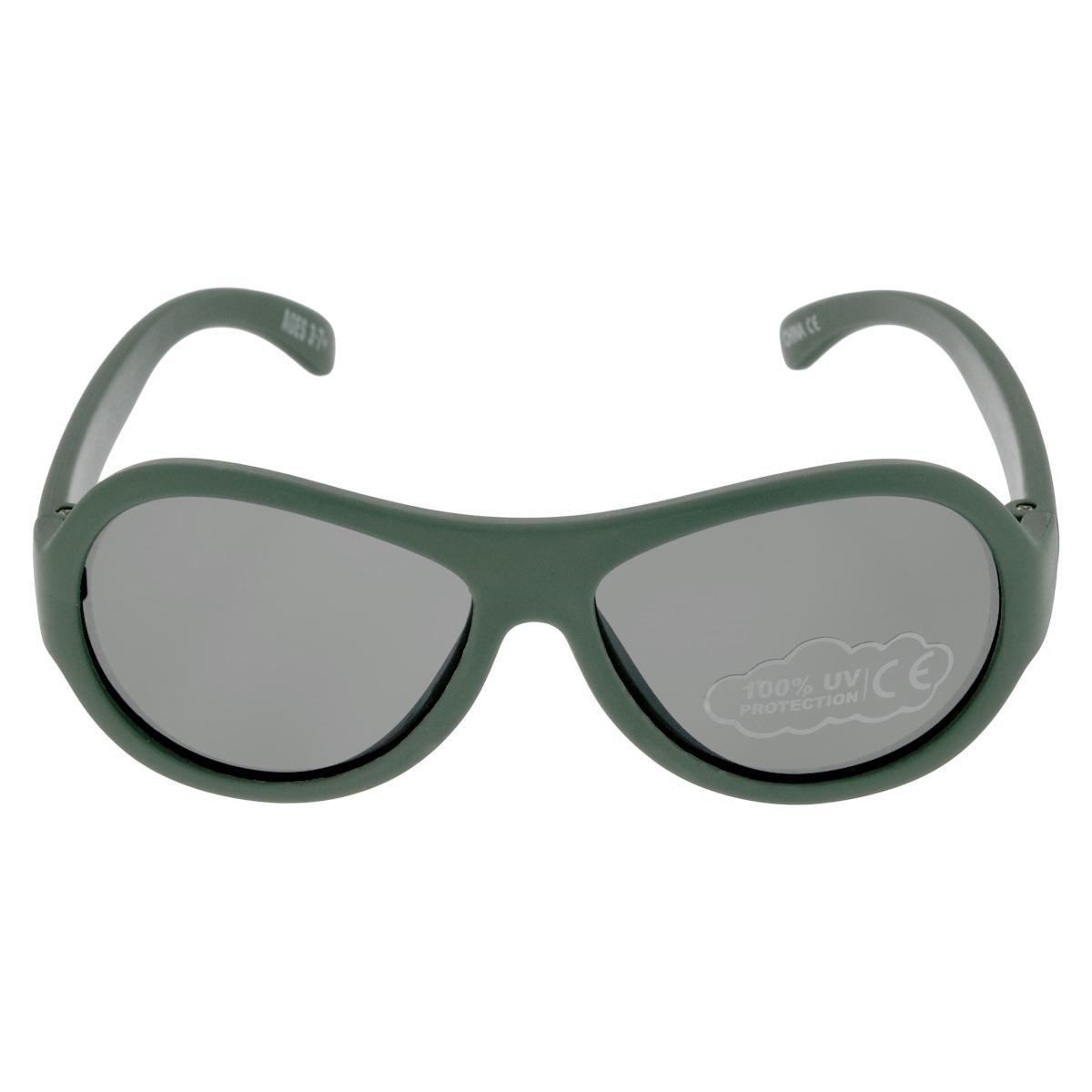 Детские солнцезащитные очки Babiators Морпех (Marine), цвет: зеленый, 3-7 летINT-06501Вы делаете все возможное, чтобы ваши дети были здоровы и в безопасности. Шлемы для езды на велосипеде, солнцезащитный крем для прогулок на солнце... Но как насчёт влияния солнца на глаза вашего ребёнка? Правда в том, что сетчатка глаза у детей развивается вместе с самим ребёнком. Это означает, что глаза малышей не могут отфильтровать УФ-излучение. Проблема понятна - детям нужна настоящая защита, чтобы глазки были в безопасности, а зрение сильным. Каждая пара солнцезащитных очков Babiators для детей обеспечивает 100% защиту от UVA и UVB. Прочные линзы высшего качества не подведут в самых сложных переделках. В отличие от обычных пластиковых очков, оправа Babiators выполнена из гибкого прорезиненного материала, что делает их ударопрочными, их можно сгибать и крутить - они не сломаются и вернутся в прежнюю форму. Не бойтесь, что ребёнок сядет на них - они всё выдержат. Будьте уверены, что очки Babiators созданы безопасными, прочными и классными, так что вы и ваш ребенок можете приступать к своим приключениям!