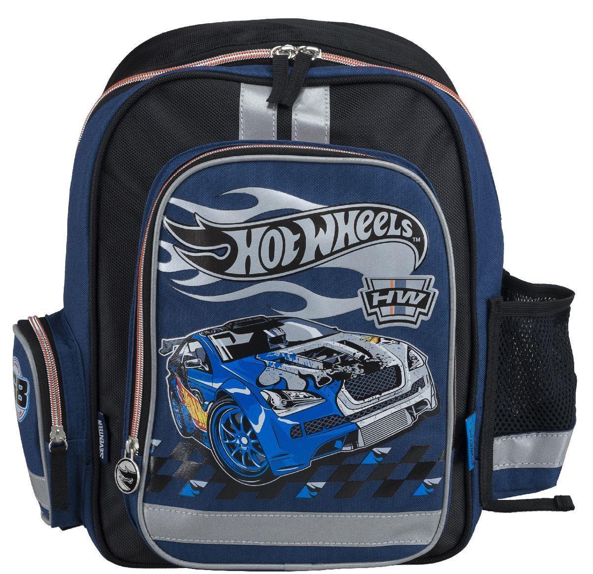 Рюкзак школьный Mattel Hot Wheels, цвет: черный, синийHWCB-UT1-836Рюкзак школьный Mattel Hot Wheels обязательно понравится вашему школьнику. Он выполнен из плотного материла черного и серого цвета с аппликациями. Содержит одно вместительное отделение, закрывающееся на застежку-молнию с двумя бегунками. В отделении находятся две мягкие перегородки для тетрадей или учебников и большой карман-сетка. На лицевой части рюкзак дополнен накладным карманом на молнии. По бокам ранца имеются открытые накладные карманы на резинке. Рюкзак дополнен светоотражающими вставками. Конструкция спинки дополнена эргономичными подушечками, противоскользящей сеточкой и системой вентиляции для предотвращения запотевания спины ребенка. Мягкие широкие лямки позволяют легко и быстро отрегулировать ранец в соответствии с ростом, а также высота лямок изменяется за счет специальных креплений на липучках. Ранец оснащен текстильной ручкой с пластиковым уплотнителем.Многофункциональный школьный ранец станет незаменимым спутником вашего ребенка в походах за знаниями.Рекомендуемый возраст: от 7 лет.