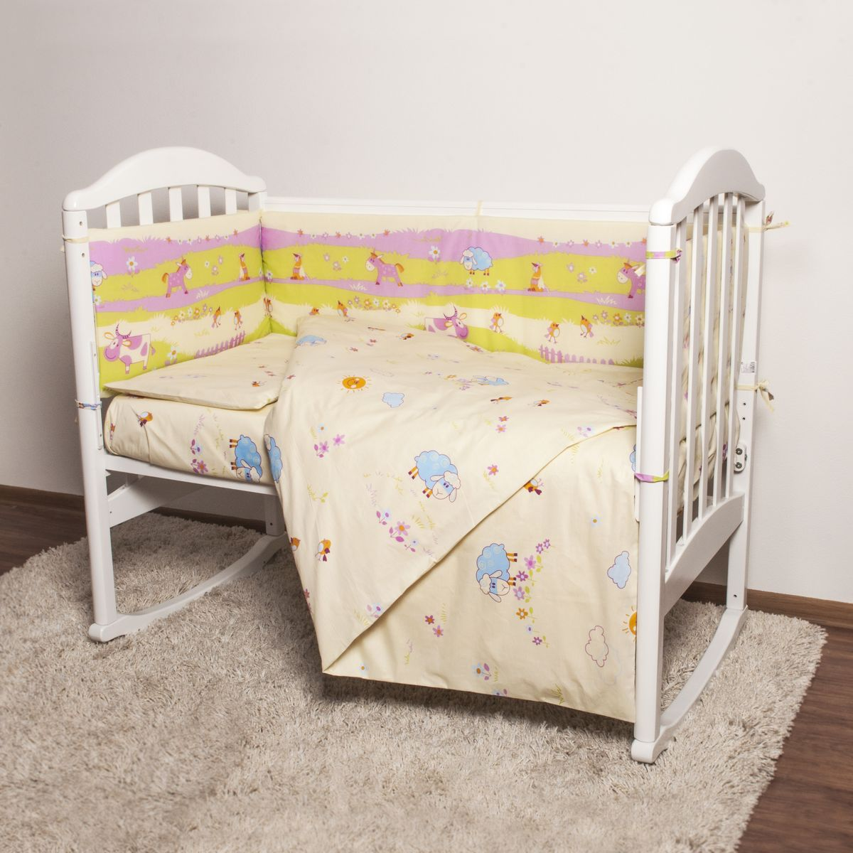 Baby Nice Детский комплект в кроватку Ферма (КПБ, бязь, наволочка 40х60), цвет: розовыйН613-04Комплект в кроватку Baby Nice Ферма для самых маленьких изготовлен только из самой качественной ткани, самой безопасной и гигиеничной, самой экологичной и гипоаллергенной. Отлично подходит для кроваток малышей, которые часто двигаются во сне. Хлопковое волокно прекрасно переносит стирку, быстро сохнет и не требует особого ухода, не линяет и не вытягивается. Ткань прошла специальную обработку по умягчению, что сделало ее невероятно мягкой и приятной к телу. Комплект создаст дополнительный комфорт и уют ребенку. Родителям не составит особого труда ухаживать за комплектом. Он превосходно стирается, легко гладится. Ваш малыш будет в восторге от такого необыкновенного постельного набора! В комплект входит: одеяло, пододеяльник, подушка, наволочка, простыня, борт.