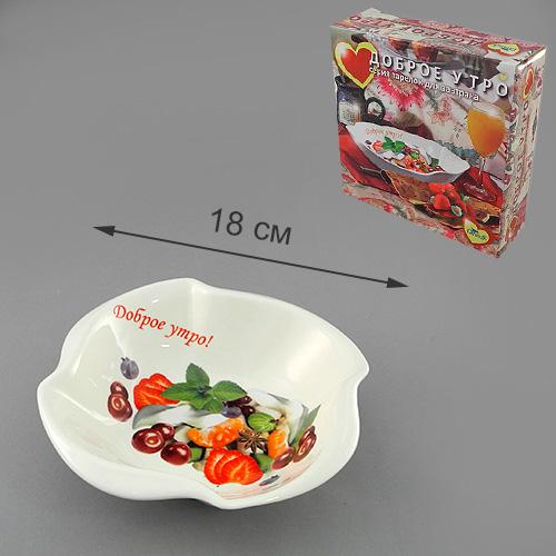 """Салатник LarangE """"Доброе утро с фруктовым салатом"""" выполнен из высококачественного фарфора, порадует вас изящным дизайном и практичностью. Стенки формы декорированы надписью """"Доброе утро!"""" и изображением салата.Такая посуда украсит ваш праздничный или обеденный стол, а оригинальное исполнение понравится любой хозяйке.Размер салатника: 18 x 18 x 5,5 см."""