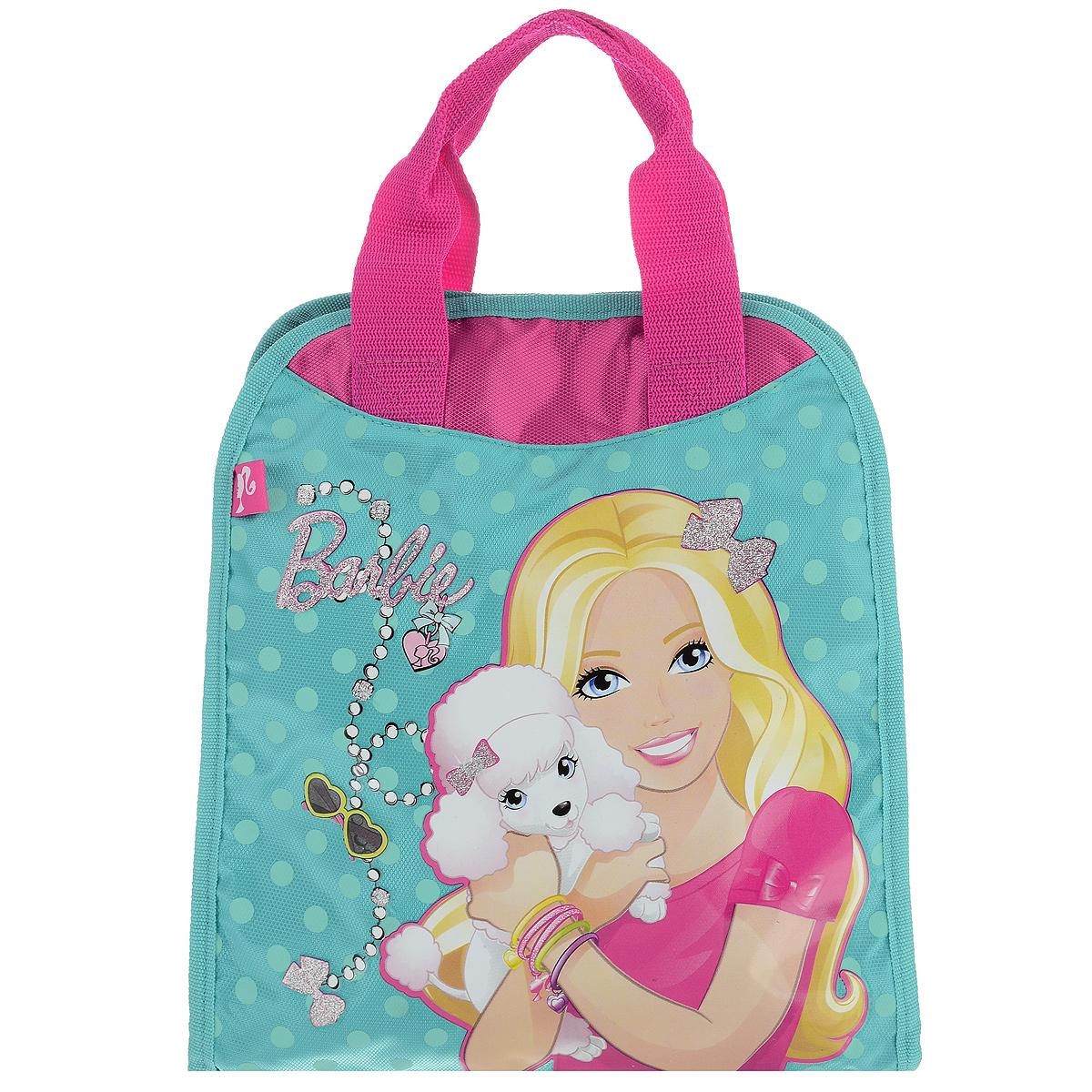 Сумочка детская Barbie, цвет: бирюзовый, розовый. BRAS-UT-1051BRAS-UT-1051Стильная детская сумочка Barbie, оформленная изображением известной игрушки - куклы Барби, несомненно, понравится вашей малышке.Сумочка имеет одно вместительное отделение, закрывающееся на застежку-липучку, куда можно положить все необходимые принадлежности и аксессуары. Внутри отделения имеется накладной карман на молнии. Сумочка оснащена двумя ручками для переноски в руке. Окантовка сумки выполнена из плотной текстильной каймы. Каждая юная поклонница популярной серии игрушек, будет рада такому аксессуару.