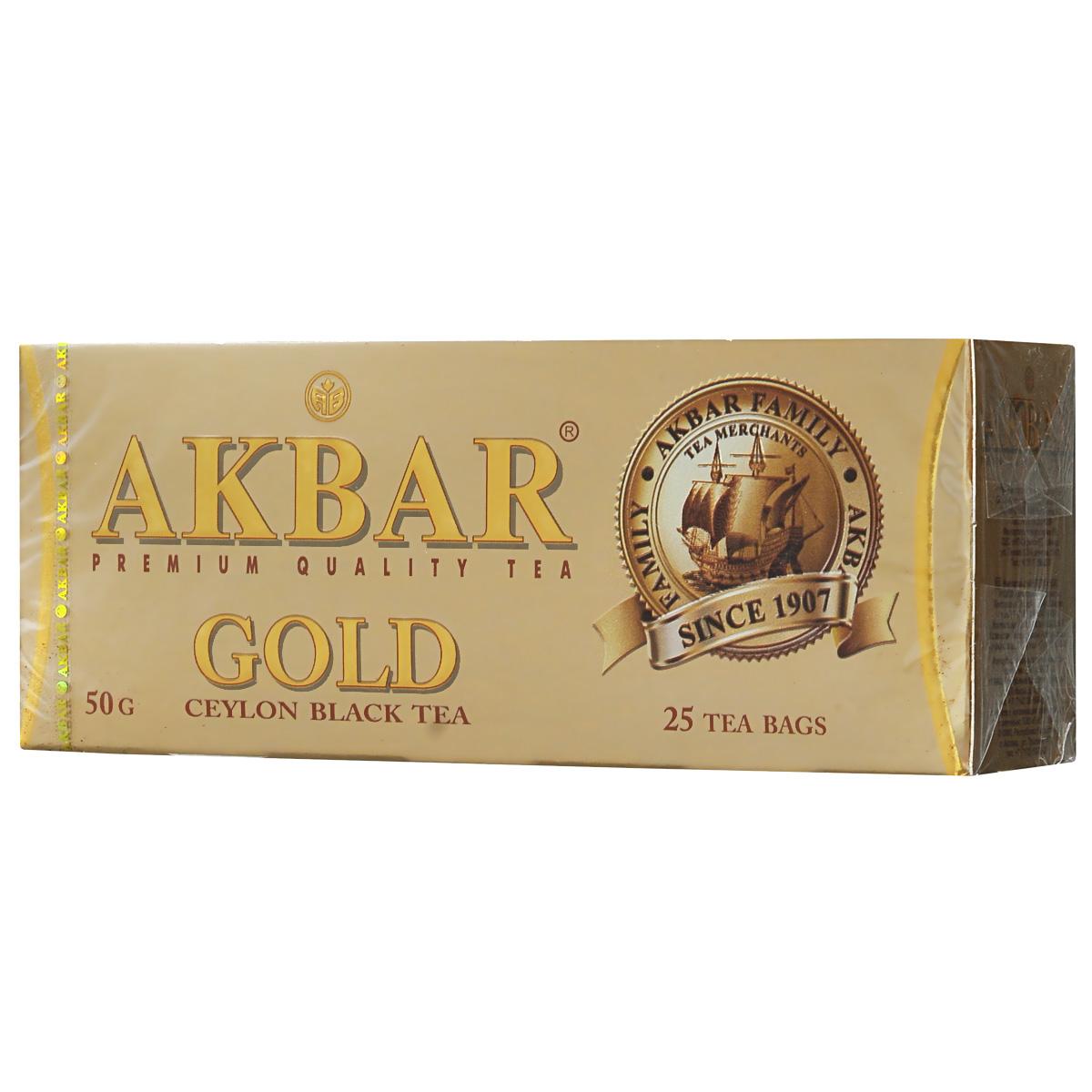 Akbar Gold черный чай в пакетиках, 25 шт1041135Черный чай Akbar Gold отличается исключительным ароматом и цветом настоя, особой яркости которого во многом способствует высокое содержание в листьях теафлавина.Отборные сорта чая, используемого для производства этого уникального купажа, бережно выращиваются на всемирно известных плантациях, которые находятся в окутанных холодным туманом горах Nuwara Eliya и Dimbulla. Nuwara Eliya (в переводе Над облаками) – овальное плато, лежащее на высоте 6,240 футов над уровнем моря – самая высокая область выращивания чая, который за его изысканный букет вкуса и аромата часто называют шампанским цейлонского чая. Первые плантации в провинции Dimbulla, расположенной на западном склоне гор на высоте 3500 – 5000 футов над уровнем моря, появились еще в 70-х годах XIX века. Юго-западные муссонные дожди и прохладная погода с января по март оказывают огромное влияние на особые вкусовые характеристики выращиваемого здесь чая.