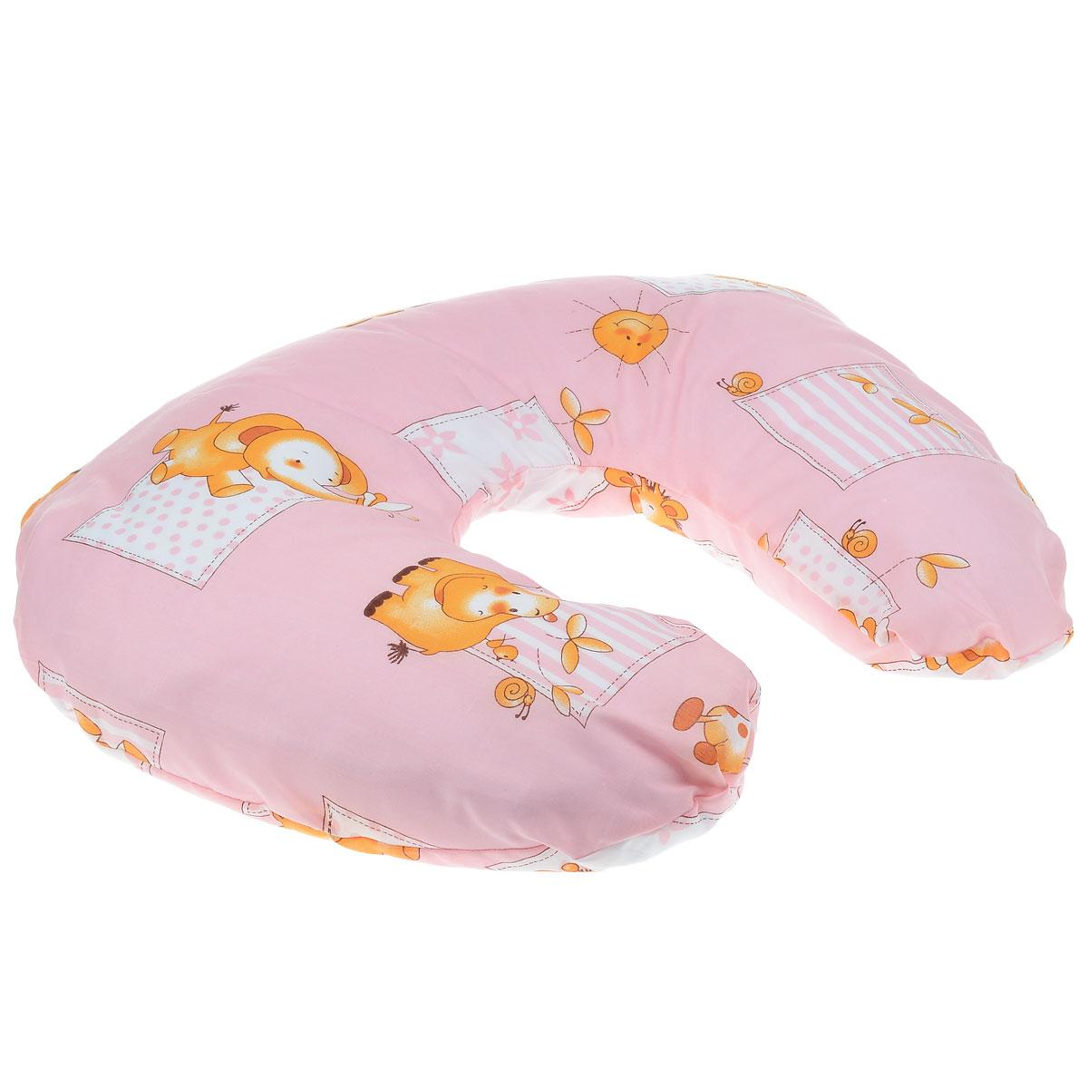 Selby Подушка для кормления цвет розовый 60 х 50 см5531п_розовый (жираф/бегемот)Удобная подушка Selby сделает процесс кормления максимально комфортным идля мамы и для малыша. Удобная форма подушки в виде подковы помогает занятькомфортное положение даже на длительный промежуток времени и расположитьребенка таким образом, чтобы обеспечить опору и избежать напряжения вмышцах. Подушка выполнена из экологически чистого и безопасного материала. Наволочкаизготовлена из 100% хлопка, в качестве наполнителя использованымикроскопические шарики полистирола, которые принимают форму тела. На такую подушку удобно класть ребенка во время кормления из бутылочки иложечки, а также при переодевании и просто для отдыха - ему будет уютно, как вгнездышке, и он никуда не скатится. Когда ребенок подрастет, он судовольствием будет сидеть и играть на этой подушке, как в кресле. Наволочку на застежке-молнии можно снимать и стирать.