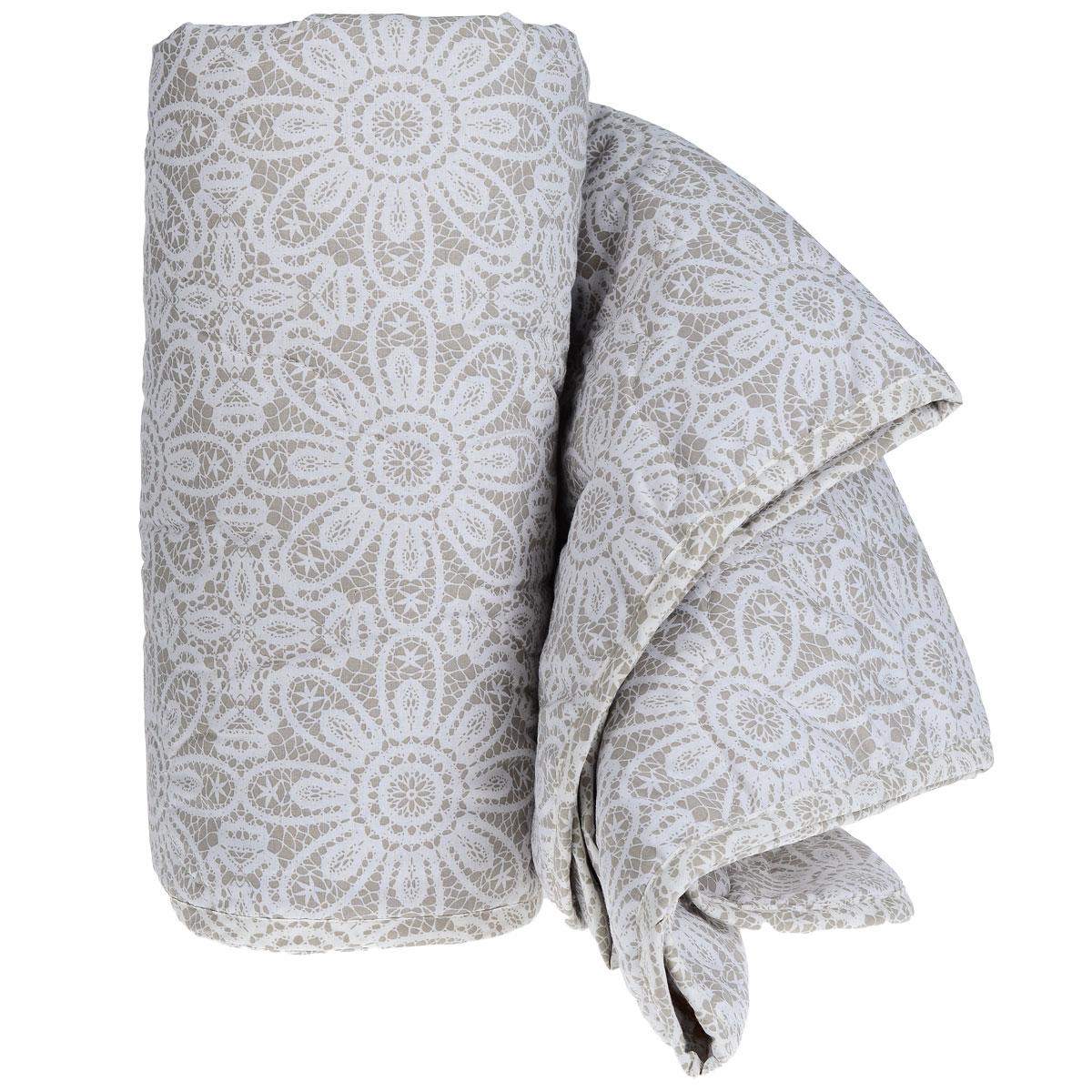 """Летнее одеяло """"Green Line"""" подарит незабываемое чувство комфорта и уюта во время сна. Верх выполнен из ранфорса (100% хлопок) с красивым рисунком, напоминающим кружево. Внутри - наполнитель из льняного волокна. Это экологически чистый натуральный материал, который позаботится о вашем здоровье и подарит комфортный сон.  Лен обладает уникальными свойствами: он холодит в жару и согревает в холод, он полезен для здоровья, так как является природным антисептиком. Благодаря пористой структуре, ткань дышит и создается эффект """"активного дыхания"""". Стежка и кант по краю не позволяют наполнителю скатываться и равномерно удерживают его внутри.  Одеяло легкое и тонкое - оно идеально подойдет для лета, под ним будет прохладно и комфортно спать в жару.  Рекомендации по уходу:  - запрещается стирка в стиральной машине и вручную,  - не отбеливать,  - нельзя отжимать и сушить в стиральной машине,  - не гладить,  - химчистка с мягкими растворителями,  - сушить вертикально.   Материал чехла: ранфорс (100% хлопок). Наполнитель: лен (натуральное волокно 90%, полиэстер 10%).  Размер: 200 см х 220 см. Масса наполнителя: 150 г/м2."""