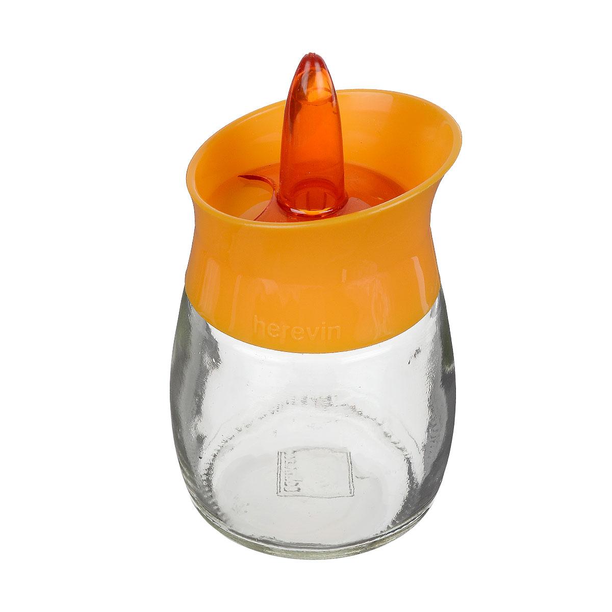 Банка для специй Herevin, цвет: прозрачный, оранжевый, 200 мл. 131260-000131260-000 оранжевыйБанка для специй Herevin выполнена из прозрачного стекла иоснащена пластиковой цветной крышкой с отверстиями разного размера,благодаря которым, вы сможете приправить блюда, просто перевернув банку.Крышка снабжена поворотным механизмом, благодаря которому вы сможетерегулировать степень подачи специй. Крышка легко откручивается, благодарячему засыпать приправу внутрь очень просто.Такая баночка станет достойным дополнением к вашему кухонному инвентарю. Можно мыть в посудомоечной машине. Диаметр (по верхнему краю): 5,5 см. Высота банки (без учета крышки): 7,5 см.
