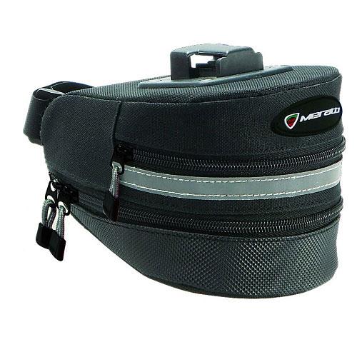 Велосумка Meratti, цвет: черный, серый, 16 см х 11,5 см х 10,5 смG5008Велосипедная сумка Meratti выполнена из высококачественного прочного полиэстера. В ней можно перевозить инструменты, а также небольшие личные вещи. Сумка оснащена светоотражающей полосой, что повышает вашу безопасность на дорогах. Имеется 1 вместительное отделение, объем которого можно увеличить. На сумке имеется защелка-карабин, при помощи которой ее можно закрепить на велосипеде.