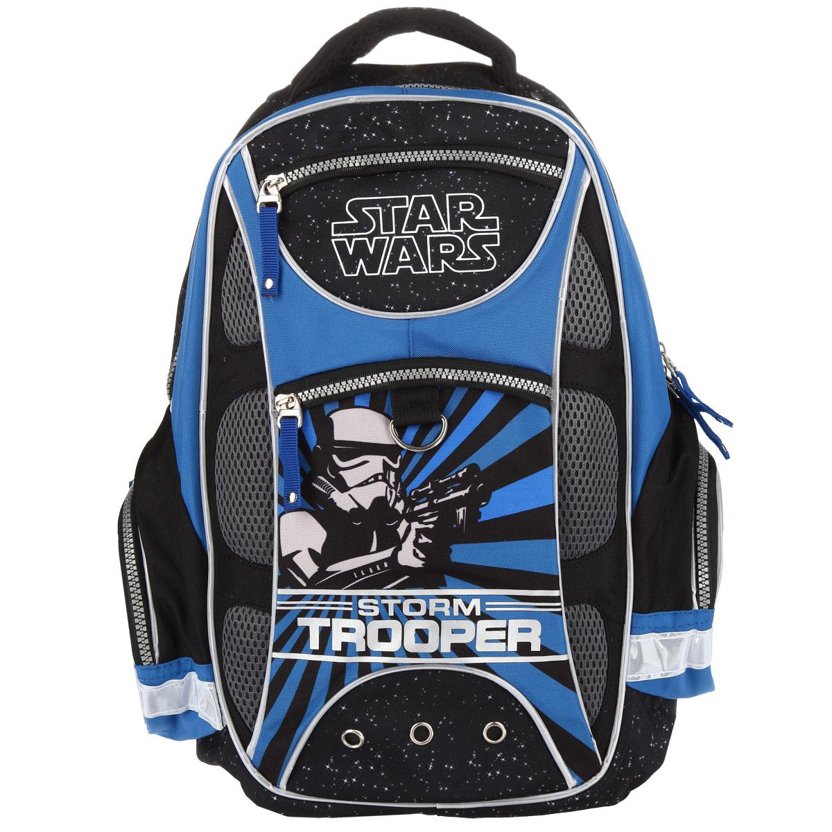 Рюкзак школьный Erich Krause Star Wars, цвет: синий37475Удобный современный школьный рюкзак Erich Krause Star Wars выполнен из прочного полиэстера и украшен изображением штурмовика иззнаменитого кинофильма Звездные войны. Рюкзак состоит из одного большого отделения, закрывающегося на застежку-молнию. Внутрирасполагается прорезной карман на застежке-молнии, 4 накладных кармашка для мелочей, 2 небольших, накладных кармашка для ручек икарандашей, прорезной карман-сетка на молнии и накладной карман с клапаном на липучке. На лицевой стороне рюкзака предусмотрены 2прорезных кармана, закрывающиеся на застежки-молнии. По бокам расположены 2 накладных кармана на молнии.Эргономичная ортопедическая спинка с жесткой вставкой обеспечивает комфорт при носке, а широкие лямки S-образной формы с мягкой прокладкойи отражающими полосками регулируются по длине и надежно фиксируют ранец на спине ребенка, правильно распределяя нагрузку ипредотвращая перенапряжение мышц. Рюкзак оснащен петлей для подвешивания, мягкой ручкой для переноски и пластиковыми ножками, защищающими дно от загрязнений.