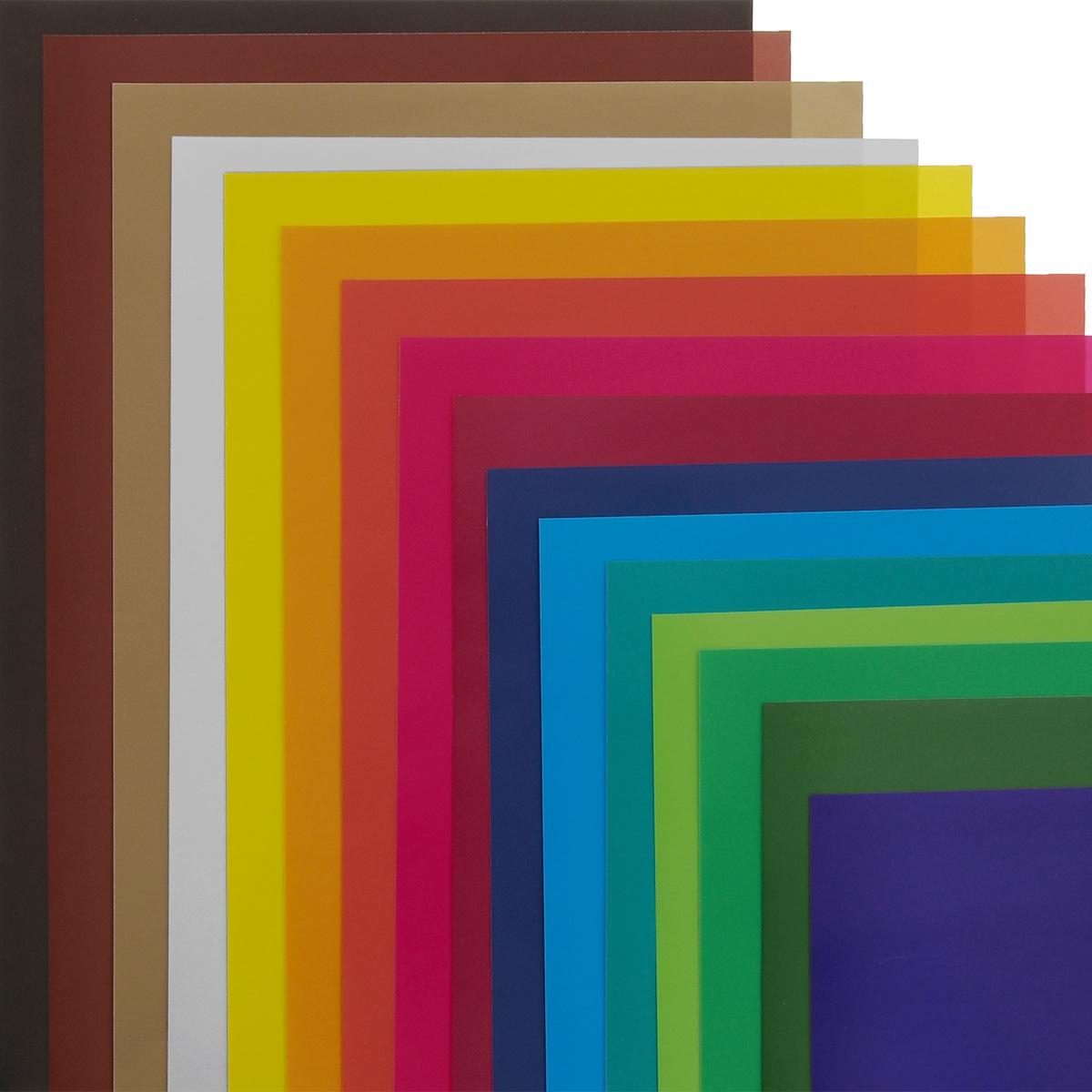 Набор цветной бумаги Cars, идеально подойдет для занятий в детском саду, школе и дома. Цветная бумага с яркими красками обеспечит максимально удобный и увлекательный творческий процесс.  Папка из мелованного картона с изображением автомобиля на обложке надежно защитит бумажные листы от повреждений.  В набор входят цвета: серебро, золото, желтый, красный, пурпурный, зеленый, голубой, фиолетовый, коричневый, черный, темно-синий, темно-зеленый, салатовый, бирюзовый, вишневый, оранжевый.  Формат листов А4.