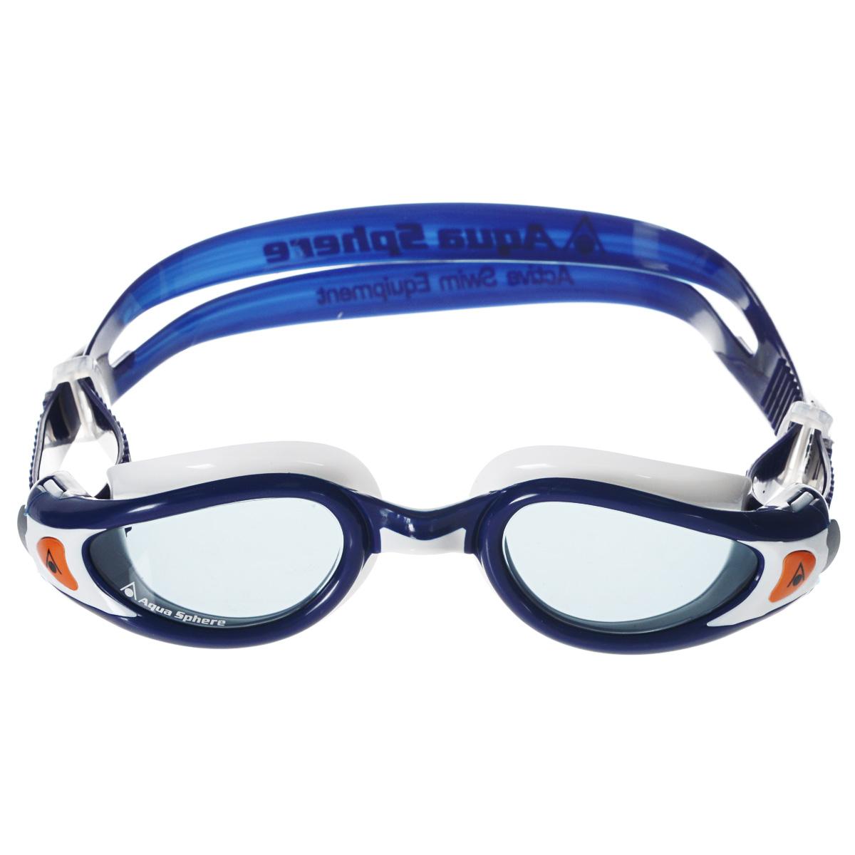 Очки для плавания Aqua Sphere Kaiman Exo Junior, цвет: синий, белыйTN 175830Легкие детские очки Aqua Sphere Kaiman Exo (вес всего 34 грамма) идеально подходят для плавания в бассейне или открытой воде. Особая технология изогнутых линз позволяет обеспечить превосходный обзор в 180°, не искажая при этом изображение. Очки дают 100% защиту от ультрафиолетового излучения. Специальное покрытие препятствует запотеванию стекол. Новая технология каркаса EXO-core bi-material обеспечивает максимальную стабильность и комфорт.Подростковая обновленная версия популярных очков Aqua Sphere Kaiman сохраняет все лучшее от взрослой модели.Эластичная саморегулирующаяся переносица.Комфорт и долговечность.Низкопрофильный дизайн.Материал: софтерил, plexisol.