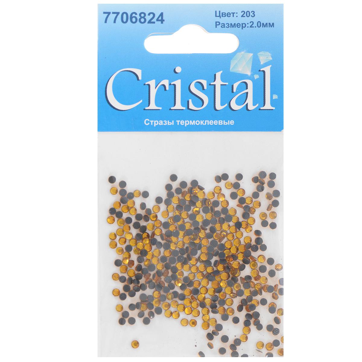 """Набор термоклеевых страз """"Cristal"""", изготовленный из высококачественного акрила, позволит вам украсить одежду, аксессуары или текстиль. Яркие стразы имеют плоское дно и круглую поверхность с гранями.  Дно термоклеевых страз уже обработано особым клеем, который под воздействием высоких температур начинает плавиться, приклеиваясь, таким образом, к требуемой поверхности. Чаще всего их используют в текстильной промышленности: стразы прикладывают к ткани и проглаживают утюгом с обратной стороны. Также можно использовать специальный паяльник. Украшение стразами поможет сделать любую вещь оригинальной и неповторимой. Диаметр страз: 2 мм."""