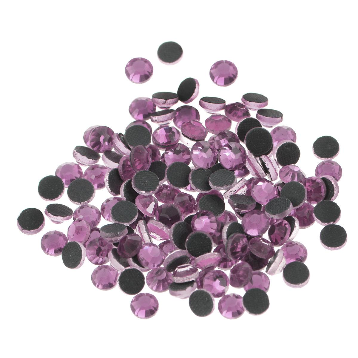 Стразы термоклеевые Cristal, цвет: бледно-розовый (212), диаметр 4,8 мм, 144 шт7706832_212Набор термоклеевых страз Cristal, изготовленный из высококачественного акрила, позволит вам украсить одежду, аксессуары или текстиль. Яркие стразы имеют плоское дно и круглую поверхность с гранями.Дно термоклеевых страз уже обработано особым клеем, который под воздействием высоких температур начинает плавиться, приклеиваясь, таким образом, к требуемой поверхности. Чаще всего их используют в текстильной промышленности: стразы прикладывают к ткани и проглаживают утюгом с обратной стороны. Также можно использовать специальный паяльник. Украшение стразами поможет сделать любую вещь оригинальной и неповторимой. Диаметр стразы: 4,8 мм.