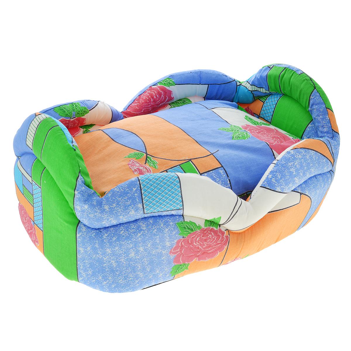 Лежак для кошек и собак Гамма, цвет: голубой, 45 см х 31 см х 24 см10012331Лежак для кошек и собак Гамма обязательно понравится вашему питомцу. Лежак предназначен для собак мелких пород и кошек. Изготовлен из бязи с красивым принтом, внутри - мягкий наполнитель из мебельного поролона. Лежак очень удобный и уютный, он оснащен мягкой съемной подстилкой из синтепона.Ваш любимец сразу же захочет забраться в лежак, там он сможет отдохнуть и спрятаться.Компактные размеры позволят поместить лежак, где угодно, а приятная цветовая гамма сделает его оригинальным дополнением к любому интерьеру.Размер подушки: 40 см х 27 см х 12 см.Толщина стенки: 2,5 см.Высота бортика: 18 см.