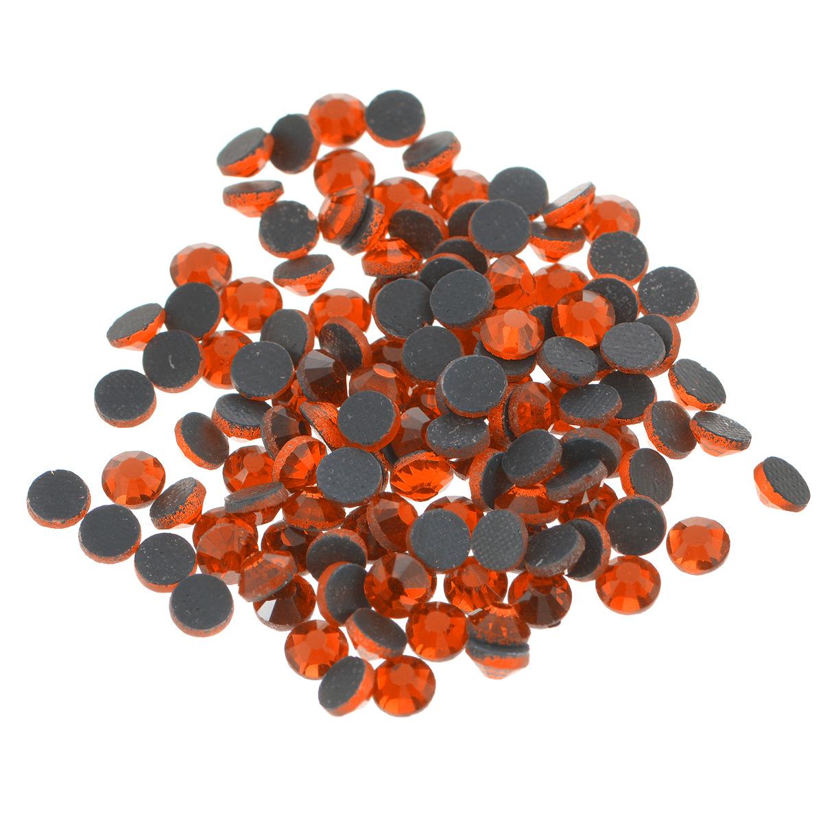 Стразы термоклеевые Cristal, цвет: гранатовый (248), диаметр 4,8 мм, 144 шт7706832_248Набор термоклеевых страз Cristal, изготовленный из высококачественного акрила, позволит вам украсить одежду, аксессуары или текстиль. Яркие стразы имеют плоское дно и круглую поверхность с гранями.Дно термоклеевых страз уже обработано особым клеем, который под воздействием высоких температур начинает плавиться, приклеиваясь, таким образом, к требуемой поверхности. Чаще всего их используют в текстильной промышленности: стразы прикладывают к ткани и проглаживают утюгом с обратной стороны. Также можно использовать специальный паяльник. Украшение стразами поможет сделать любую вещь оригинальной и неповторимой. Диаметр стразы: 4,8 мм.