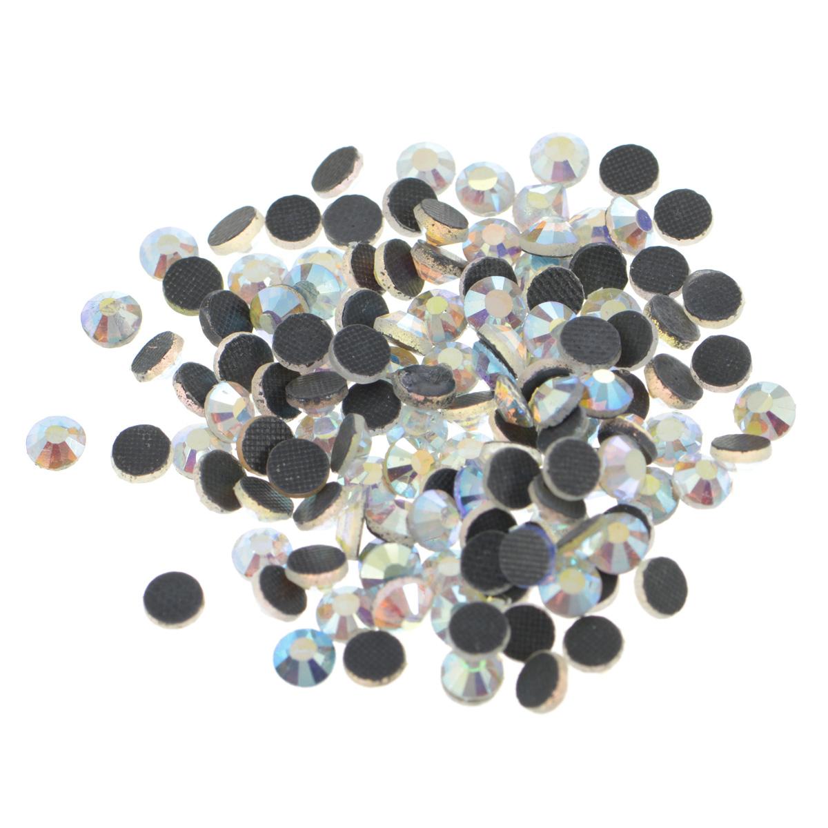 Стразы термоклеевые Cristal, цвет: белый (215АВ), диаметр 4,8 мм, 144 шт7706832_215АВНабор термоклеевых страз Cristal, изготовленный из высококачественного акрила, позволит вам украсить одежду, аксессуары или текстиль. Яркие стразы имеют плоское дно и круглую поверхность с гранями.Дно термоклеевых страз уже обработано особым клеем, который под воздействием высоких температур начинает плавиться, приклеиваясь, таким образом, к требуемой поверхности. Чаще всего их используют в текстильной промышленности: стразы прикладывают к ткани и проглаживают утюгом с обратной стороны. Также можно использовать специальный паяльник. Украшение стразами поможет сделать любую вещь оригинальной и неповторимой. Диаметр стразы: 4,8 мм.