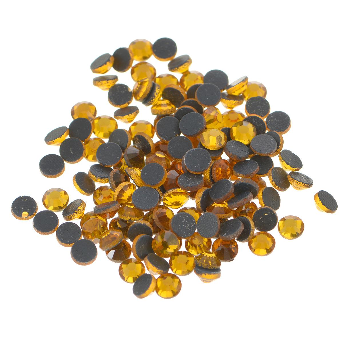 Стразы термоклеевые Cristal, цвет: топаз (203), диаметр 4,8 мм, 144 шт7706832_203Набор термоклеевых страз Cristal, изготовленный из высококачественного акрила, позволит вам украсить одежду, аксессуары или текстиль. Яркие стразы имеют плоское дно и круглую поверхность с гранями.Дно термоклеевых страз уже обработано особым клеем, который под воздействием высоких температур начинает плавиться, приклеиваясь, таким образом, к требуемой поверхности. Чаще всего их используют в текстильной промышленности: стразы прикладывают к ткани и проглаживают утюгом с обратной стороны. Также можно использовать специальный паяльник. Украшение стразами поможет сделать любую вещь оригинальной и неповторимой. Диаметр стразы: 4,8 мм.