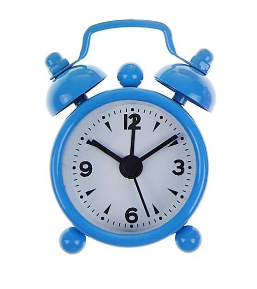 Часы-будильник Sima-land, цвет: голубой. 11038981103898Как же сложно иногда вставать вовремя! Всегда так хочется поспать еще хотябы 5 минут ибывает,что мы просыпаем. Теперь этого не случится! Яркий, оригинальный будильникSima-landпоможет вам всегдавставать в нужное время и успевать везде и всюду. Будильник украсит вашукомнату иприведет в восхищение друзей. Эта уменьшенная версия привычногобудильника умещаетсяналадони и работает так же громко, как и привычные аналоги. Время показываетточно и будит вустановленный час. На задней панели будильника расположены переключательвключения/выключения механизма,атакже два колесика для настройки текущего времени и времени звонкабудильника. Будильник работает от 1 батарейки типа LR44 (входит в комплект).
