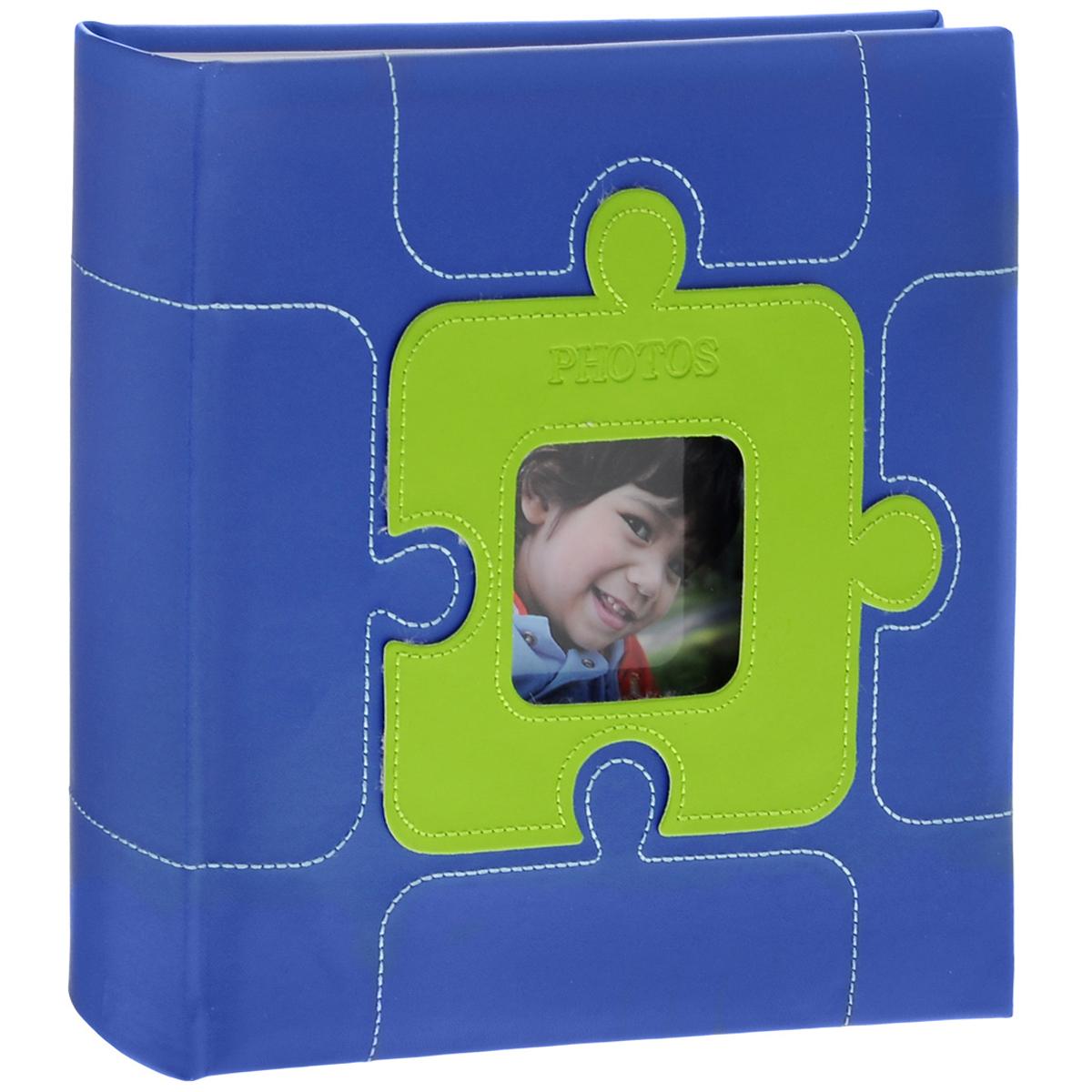 Фотоальбом Image Art, цвет: синий, 200 фотографий, 10 х 15 см5055283030591Фотоальбом Image Art поможет красиво оформить ваши самые интересные фотографии. Обложка выполнена из толстого картона, обтянутого искусственной кожей. С лицевой стороны обложки имеется квадратное окошко для вашей самой любимой фотографии. Внутри содержится блок из 50 двусторонних листов с фиксаторами-окошками из полипропилена. Альбом рассчитан на 200 фотографий формата 10 см х 15 см. Для фотографий предусмотрено поле для записей. Переплет - книжный.Всегда так приятно вспоминать о самых счастливых моментах жизни, запечатленных на фотографиях. Поэтому фотоальбом является универсальным подарком к любому празднику.Количество листов: 50.Размер фотографии: 10 см х 15 см. Размер фотоальбома: 22 см х 22 см.