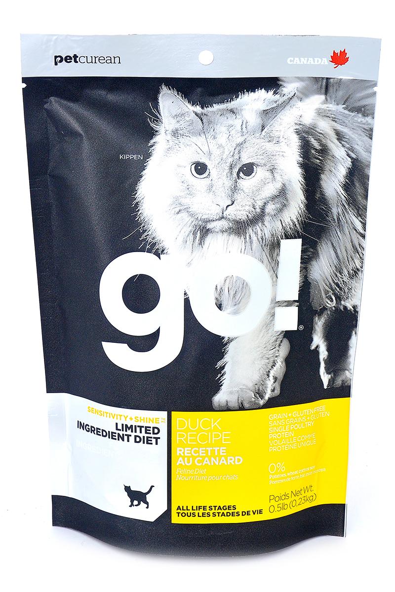 Корм сухой Go! для кошек и котят с чувствительным пищеварением, беззерновой, с уткой, 230 г20329Беззерновой сухой корм Go! для котят и кошек - это полностью сбалансированный корм, в составе которого используется утка в качестве единственного источника белка. Корм разработан специально для кошек с особыми диетическими потребностями и пищевой чувствительностью.Состав: филе утки, дегидрированное мясо утки, яичный порошок, горох, гороховая клетчатка, тапиока, чечевица, нут, куриный жир (с Витамином Е в качестве консерванта), льняное семя, натуральный ароматизатор, хлорид натрия, хлорид холина, карбонат кальция, высушенный корень цикория, фосфорная кислота, хлорид калия, витамины (витамин А, витамин D3 добавки, витамин Е, ниацин, инозит, L-аскорбил-2-полифосфат (источник витамина С), тиамин мононитрат, пантотенат d-кальция, рибофлавин, пиридоксин гидрохлорид, бета-каротин, фолиевая кислота, биотин, витамин В12), минералы (протеинат цинка, железа протеинат, меди протеинат, оксид цинка, марганца протеинат, сульфат меди, йодат кальция, сульфат железа, оксид марганца, селенит натрия), продукт ферментации высушенных Lactobacillus acidophilus, продукт ферментации высушенных Lactobacillus casei, таурин, розмарин. Гарантированный анализ: белки (min) 31%, жиры (min) 15%, клетчатка (max) 3,5%,влага (max) 10%, зола (max) 7,5%, магний (max) 0,1%, Omega 6 (min) 2,5%, Omega 3 (min) 0,50%.Калорийность: 4222 ккал/кг.Вес: 230 г.Товар сертифицирован.
