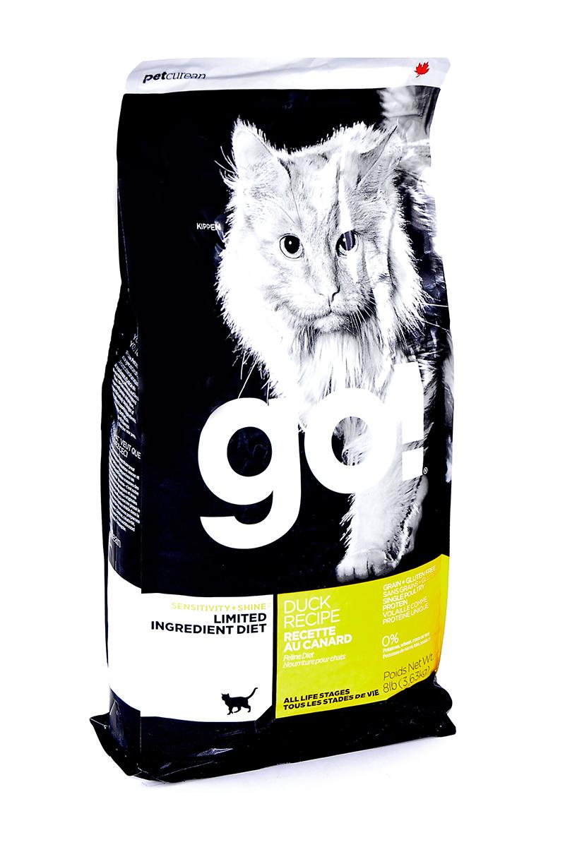 Корм сухой Go! для кошек и котят с чувствительным пищеварением, беззерновой, с уткой, 3,63 кг20331Беззерновой сухой корм Go! для котят и кошек - это полностью сбалансированный корм, в составе которого используется утка в качестве единственного источника белка. Корм разработан специально для кошек с особыми диетическими потребностями и пищевой чувствительностью.Состав: филе утки, дегидрированное мясо утки, яичный порошок, горох, гороховая клетчатка, тапиока, чечевица, нут, куриный жир (с Витамином Е в качестве консерванта), льняное семя, натуральный ароматизатор, хлорид натрия, хлорид холина, карбонат кальция, высушенный корень цикория, фосфорная кислота, хлорид калия, витамины (витамин А, витамин D3 добавки, витамин Е, ниацин, инозит, L-аскорбил-2-полифосфат (источник витамина С), тиамин мононитрат, пантотенат d-кальция, рибофлавин, пиридоксин гидрохлорид, бета-каротин, фолиевая кислота, биотин, витамин В12), минералы (протеинат цинка, железа протеинат, меди протеинат, оксид цинка, марганца протеинат, сульфат меди, йодат кальция, сульфат железа, оксид марганца, селенит натрия), продукт ферментации высушенных Lactobacillus acidophilus, продукт ферментации высушенных Lactobacillus casei, таурин, розмарин. Гарантированный анализ: белки (min) 31%, жиры (min) 15%, клетчатка (max) 3,5%,влага (max) 10%, зола (max) 7,5%, магний (max) 0,1%, Omega 6 (min) 2,5%, Omega 3 (min) 0,50%.Калорийность: 4222 ккал/кг.Вес: 3,63 кг.Товар сертифицирован. Чем кормить пожилых кошек: советы ветеринара. Статья OZON Гид
