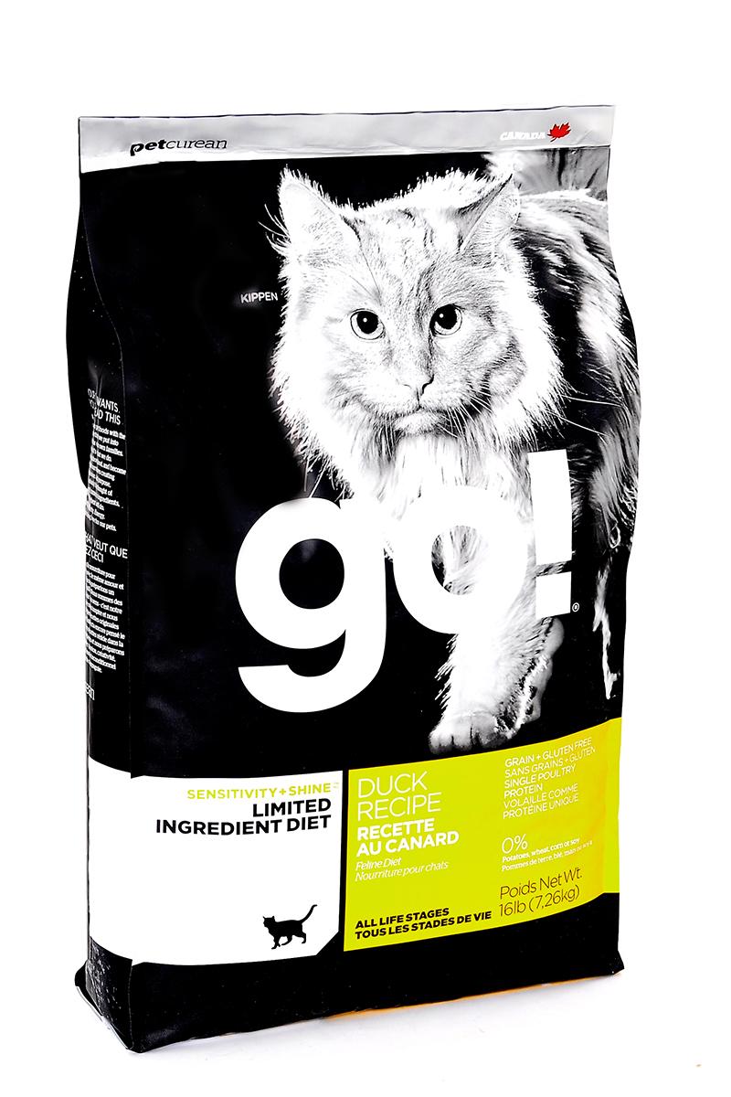 Корм сухой Go! для кошек и котят с чувствительным пищеварением, беззерновой, с уткой, 7,26 кг20332Беззерновой сухой корм Go! для котят и кошек - это полностью сбалансированный корм, в составе которого используется утка в качестве единственного источника белка. Корм разработан специально для кошек с особыми диетическими потребностями и пищевой чувствительностью.Состав: филе утки, дегидрированное мясо утки, яичный порошок, горох, гороховая клетчатка, тапиока, чечевица, нут, куриный жир (с Витамином Е в качестве консерванта), льняное семя, натуральный ароматизатор, хлорид натрия, хлорид холина, карбонат кальция, высушенный корень цикория, фосфорная кислота, хлорид калия, витамины (витамин А, витамин D3 добавки, витамин Е, ниацин, инозит, L-аскорбил-2-полифосфат (источник витамина С), тиамин мононитрат, пантотенат d-кальция, рибофлавин, пиридоксин гидрохлорид, бета-каротин, фолиевая кислота, биотин, витамин В12), минералы (протеинат цинка, железа протеинат, меди протеинат, оксид цинка, марганца протеинат, сульфат меди, йодат кальция, сульфат железа, оксид марганца, селенит натрия), продукт ферментации высушенных Lactobacillus acidophilus, продукт ферментации высушенных Lactobacillus casei, таурин, розмарин. Гарантированный анализ: белки (min) 31%, жиры (min) 15%, клетчатка (max) 3,5%,влага (max) 10%, зола (max) 7,5%, магний (max) 0,1%, Omega 6 (min) 2,5%, Omega 3 (min) 0,50%.Калорийность: 4222 ккал/кг.Вес: 7,26 кг.Товар сертифицирован. Чем кормить пожилых кошек: советы ветеринара. Статья OZON Гид