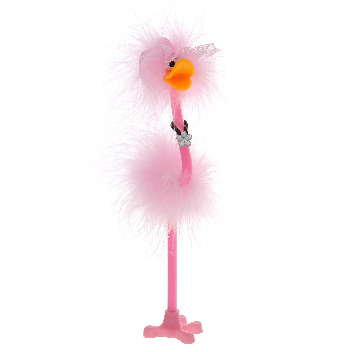 Ручка-игрушка Flamingo, в кружевной шляпке, с подставкой, цвет: розовый82965_розовый, шляпкаОригинальная шариковая ручка-игрушка Flamingo станет отличным подарком и незаменимым аксессуаром на вашем рабочем столе. Ручка, украшенная перьями, выполнена в виде забавной птички фламинго в широкополой кружевной шляпке. К ручке прилагается подставка в виде лапки.Такая ручка - это забавный и практичный подарок, она не потеряется среди бумаг и непременно вызовет улыбку окружающих.