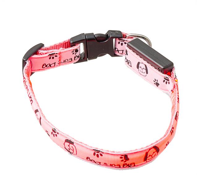 Ошейник для собак V.I.Pet Собачки и лапки, светящийся, цвет: белый, розовый, 28-40 см14-3400UMСветящийся ошейник V.I.Pet Собачки и лапки - это современный аксессуар, предназначенныйдля собак. Он выполнен из прочного нейлона и прошит светоотражающей нитью.Такой ошейник видно на расстоянии более 300 метров, кроме того, питомец будет заметенводителям транспорта, что обеспечит безопасность прогулки. Особенности ошейника:- работает в 3 режимах: постоянный свет, быстрое мигание, мигание;- в темное время суток виден на расстоянии до 300 метров; - заряжается через USB-кабель (входит в комплект); - прошит с обеих сторон светоотражающей нитью; Размер ошейника: M (28-40 см).Ширина: 1,5 см.