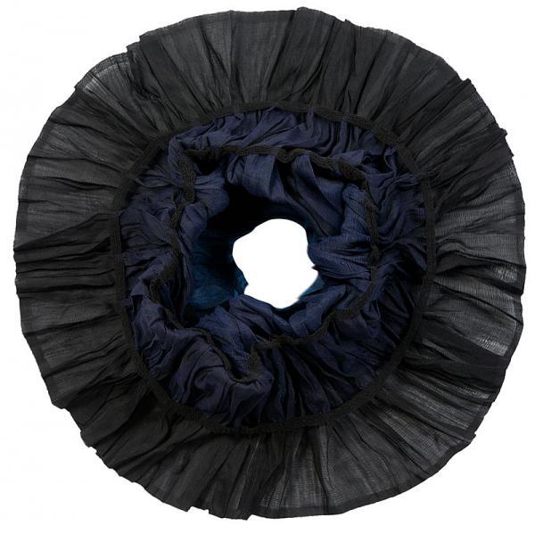 Снуд-хомут женский Eleganzza, цвет: темно-фиолетовый, синий, черный. JC50-63278. Размер 150 см х 40 смJC50-63278Элегантный снуд-хомут Eleganzza станет изысканнымаксессуаром, который призван подчеркнуть индивидуальность и очарованиеженщины. Модель выполнена из шерсти и шелка с добавлением лайкры. Свнутренней стороны предусмотрены эластичные резинки. Этот модный аксессуар женского гардероба гармонично дополнит образсовременной женщины, следящей за своим имиджем и стремящейся всегдаоставаться стильной и элегантной.